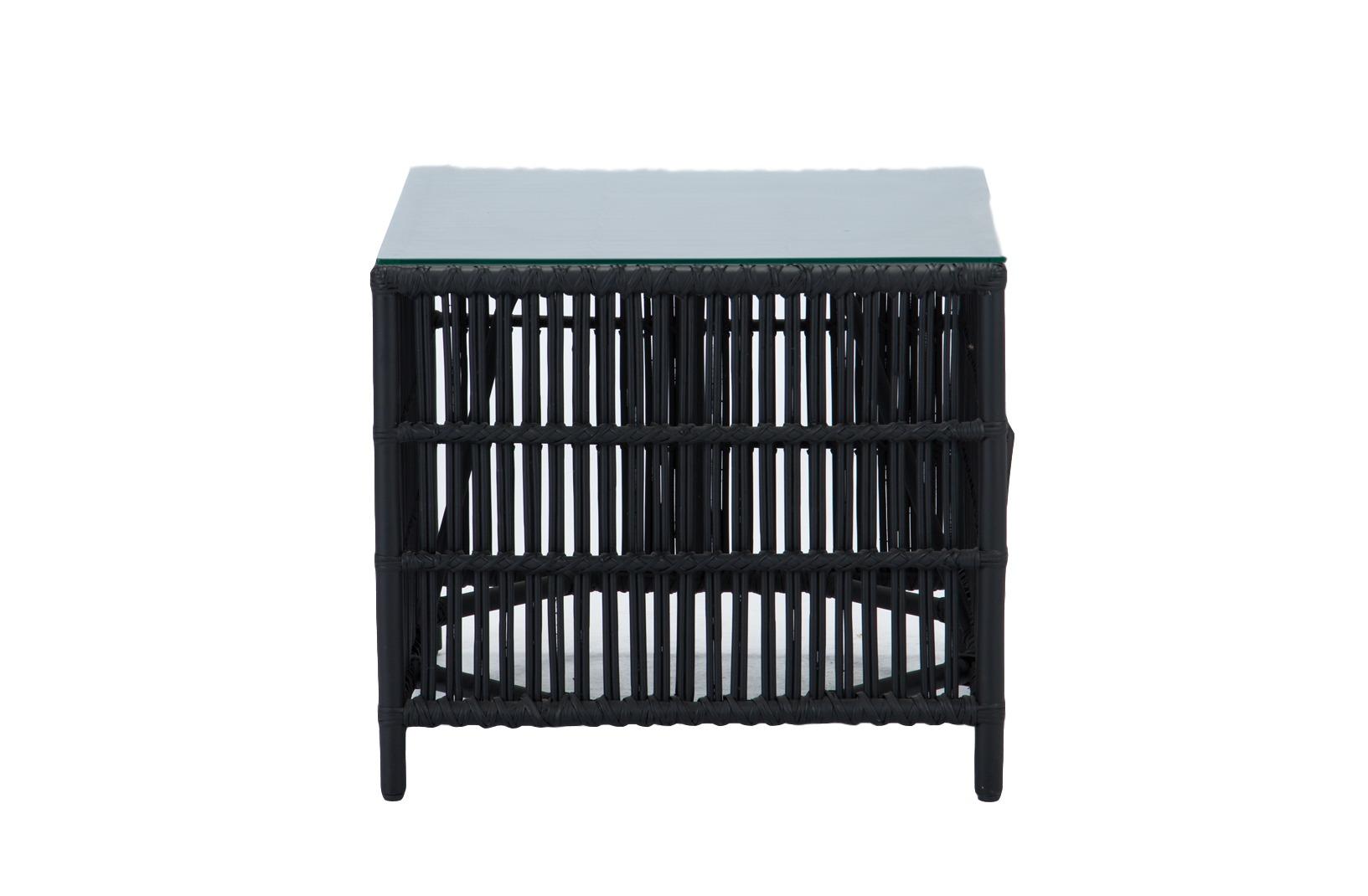 Стол кофейныйСтолы и столики для сада<br>Кофейный столик из ротанга со столешницей из прозрачного стекла. Идеально подходит к дивану и креслам из этой коллекции.<br><br>Material: Ротанг<br>Ширина см: 60<br>Высота см: 54<br>Глубина см: 60