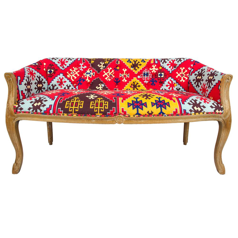 Диванетка «Биарриц Орнамент»Двухместные диваны<br>Рисунок диванетки «Биарриц Орнамент»  можно назвать поэзией интерьера, рифмующей пространства позитивной цветовой энергией. Оригинальный крупный узор готов стать ключевым интерьерным украшением, объединяющим прочие элементы дизайна. Яркие разноцветные ромбы, раскрасившие обивку дивана, задают интерьеру  этнический ритм. Корпус из натурального бука опирается на изогнутые ножки в дворцовой манере &amp;quot;кабриоли&amp;quot;. Грациозный  изгиб облегчает мебель визуально. Ткань из смеси льна и хлопка имеет покрытие, защищающее от пятен. &amp;lt;div&amp;gt;&amp;lt;br&amp;gt;&amp;lt;/div&amp;gt;&amp;lt;div&amp;gt;Материал: корпус - бук, обивка - 25% хлопок, 15% лен, 60% полиэстер&amp;lt;br&amp;gt;&amp;lt;/div&amp;gt;<br><br>Material: Текстиль<br>Width см: 133<br>Depth см: 62<br>Height см: 69
