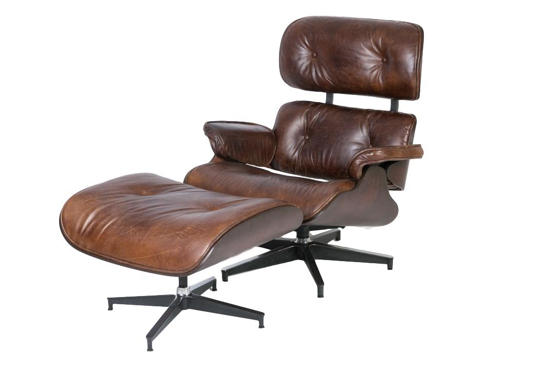 Кресло и пуфик ЭймсКожаные кресла<br>&amp;quot;Эймс&amp;quot; ? самый известный плод трудов супруг-архитекторов Имзов. В 1945 году они спроектировали этот стул под вдохновением от полных элегантности и благородства английских кресел. В облике своего творения они воплотили аристократизм, разбавив его современными для того времени деталями. В 1956 году Имзы добавили к стулу пуф, сделав свой импровизированный &amp;quot;шезлонг&amp;quot; иконой американского стиля. Сегодня такой набор мебели из кожи и древесины смотрится винтажно, обретая еще больше элегантности, способной отлично дополнить рабочие кабинеты успешных людей.&amp;lt;div&amp;gt;&amp;lt;br&amp;gt;&amp;lt;/div&amp;gt;&amp;lt;div&amp;gt;Размеры пуфа: 66.5*54.5*46 см.&amp;lt;/div&amp;gt;<br><br>Material: Кожа<br>Length см: 78<br>Width см: 85<br>Depth см: None<br>Height см: 89<br>Diameter см: None