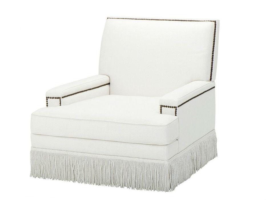 КреслоИнтерьерные кресла<br>Кресло с подлокотниками Chair Chambers обтянуто белой льняной тканью. Декор: металлические заклепки бронзового цвета.<br><br>Material: Лен<br>Ширина см: 90.0<br>Высота см: 90.0<br>Глубина см: 58.0