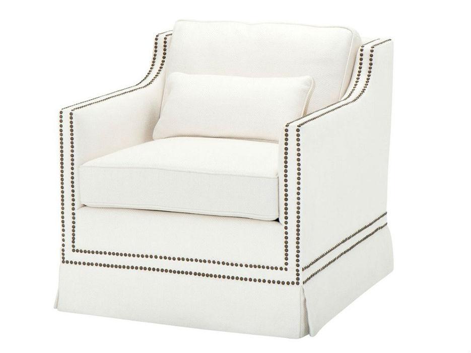 КреслоИнтерьерные кресла<br>Кресло с подлокотниками Chair Frazer обтянуто белой льняной тканью. Декор: металлические заклепки бронзового цвета.<br><br>Material: Лен<br>Ширина см: 100<br>Высота см: 80<br>Глубина см: 90