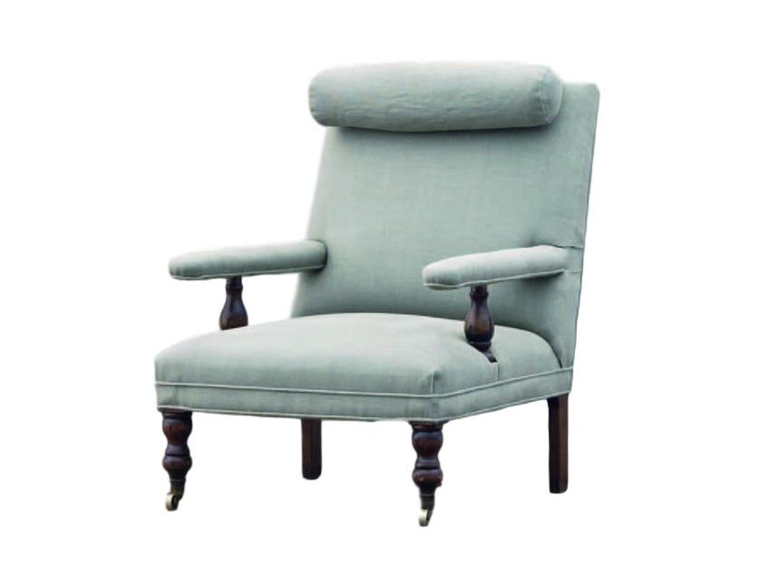 Кресло СеймуарКресла с высокой спинкой<br>Мягкое кресло в английском стиле. Светлая голубовато-серая обивка несколько состарена, что особенно заметно на подголовнике-валике. Точёные ножки кресла, как и столбики подлокотников, выполнены из тёмного дерева. Резные передние ножки имеют маленькие колёсики – кресло легко передвигать. Эта модель как бы несёт на себе отпечаток прошлого. Что ж... Модная тенденция.<br><br>Material: Текстиль<br>Length см: 76<br>Width см: 92<br>Height см: 99