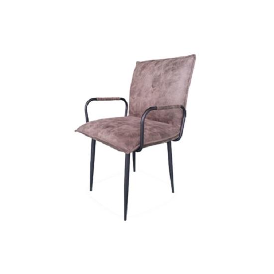 Кресло ДуаксСтулья с подлокотниками<br>ROOMERS – это особенная коллекция, воплощение всего самого лучшего, модного и новаторского в мире дизайнерской мебели, предметов декора и стильных аксессуаров. Интерьерные решения от ROOMERS – всегда актуальны, более того, они - на острие моды. Коллекции ROOMERS тщательно отбираются и обновляются дважды в год специально для вас.<br><br>Material: Кожа