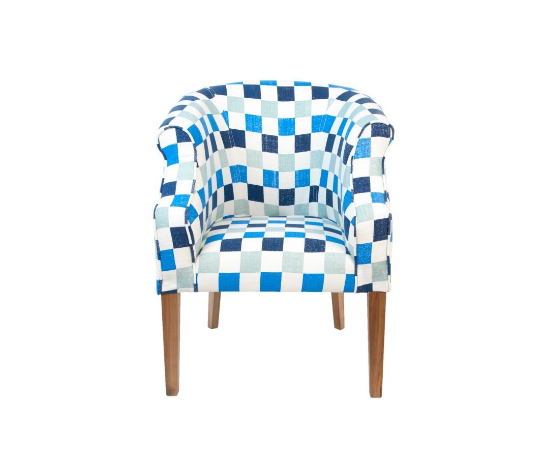 Кресло Laela cubesИнтерьерные кресла<br>Этот лаконичное, комфортное кресло с мягкой тканевой обивкой смотрится по-домашнему тепло и уютно. Оно замечательно впишется в любое интерьерное решение гостиной, спальни или столовой зоны.<br><br>Material: Лен<br>Width см: 63<br>Depth см: 68<br>Height см: 86
