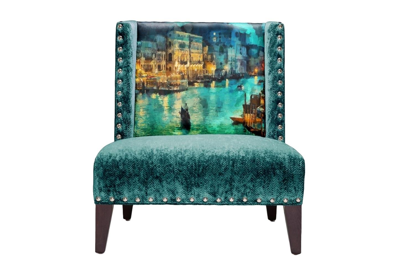Кресло EmeraldИнтерьерные кресла<br>Уникальный дизайн. Кресло с принтом прекрасной вечерней Венеции. Произвдено из экологически чистых материалов. Каркас и ножки  - дуб. Модель представлена в ткани микровелюр – мягкий, бархатистый материал, широко используемый в качестве обивки для мебели. Обладает целым рядом замечательных свойств: отлично пропускает воздух, отталкивает пыль и долго сохраняет изначальный цвет, не протираясь и не выцветая. Высокие эксплуатационные свойства в сочетании с превосходным дизайном обеспечили микровелюру большую популярность. Можно мыть с чистящими средствами.&amp;lt;div&amp;gt;&amp;lt;br&amp;gt;&amp;lt;/div&amp;gt;&amp;lt;div&amp;gt;По желанию возможность выбрать ткань из других коллекций.&amp;lt;/div&amp;gt;&amp;lt;div&amp;gt;Гарантия от производителя 1 год.&amp;lt;/div&amp;gt;&amp;lt;div&amp;gt;Продукция изготавливается под заказ, стандартный срок производства 3-4 недели. Более точную информацию уточняйте у менеджера.&amp;lt;/div&amp;gt;<br><br>Material: Текстиль<br>Length см: None<br>Width см: 85<br>Depth см: 80<br>Height см: 90