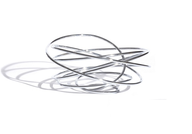 Ваза для фруктов LoopЧаши<br>Ваза красивой, скульптурной формы из свободно струящейся, стальной проволоки станет украшением любого стола. Дополнением к красивому дизайну является её функциональность - благодаря всестороннему доступу воздуха фрукты дольше останутся свежими.<br>Упаковано в подарочную коробочку.<br><br>Разработки Black+Blum получили множество престижны наград в области мирового дизайна и продаются по всему миру. Главная задача компании – сделать дизайн товара уникальным и функциональным, который будет очаровывать и привлекать внимание.<br><br>Material: Сталь<br>Length см: None<br>Width см: None<br>Depth см: None<br>Height см: None<br>Diameter см: None