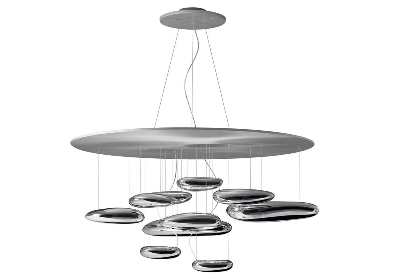 Люстра Mercury LedЛюстры подвесные<br>Потолочный крепеж &amp;quot;Mercury Led&amp;quot; sospensione держит алюминиевый диск, под которым парит наборная крупная &amp;quot;галька&amp;quot; из хромированного алюминия. Которая в свою очередь отражается друг в друге и перекидывает свет между гладкими био-морфическими поверхностями.<br><br>Material: Металл<br>Height см: 55<br>Diameter см: 110