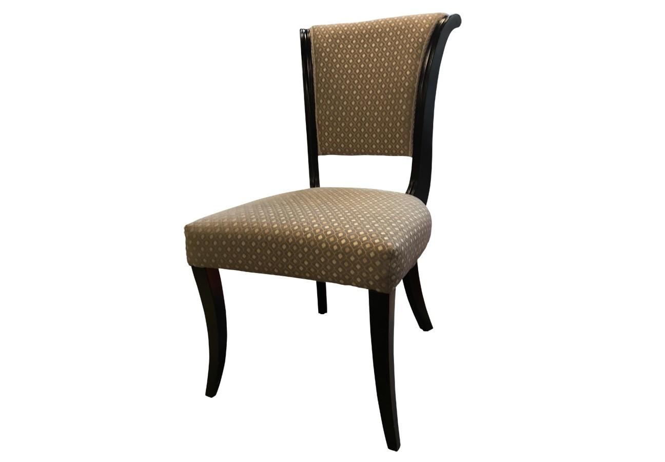 Стул MestreОбеденные стулья<br>Стул &amp;amp;nbsp;&amp;quot;&amp;amp;nbsp;Mestre&amp;quot; от компании «Fratelli Barri», несомненно, сделает интерьер вашей гостиной или столовой элегантным и запоминающимся. Каркас, выполненный из красного дерева и отделанный чёрным лаком с перламутровым блеском, удачно поддерживает нежный жемчужный цвет текстильной обивки. Плавный изгиб спинки и мягкое сиденье делают эту модель очень удобной.&amp;amp;nbsp;&amp;lt;div&amp;gt;&amp;lt;br&amp;gt;&amp;lt;/div&amp;gt;&amp;lt;div&amp;gt;Отделка: ноги из массива дерева ,шпон дерева махагони C (Mahogany C),&amp;amp;nbsp;&amp;lt;/div&amp;gt;<br><br>Material: Текстиль<br>Length см: None<br>Width см: 65<br>Depth см: 52<br>Height см: 91<br>Diameter см: None