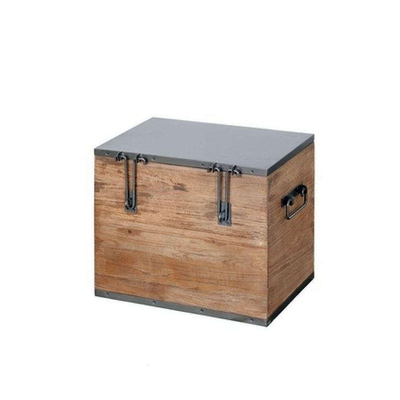 Сундук Ferum  50 DingklikСовременные сундуки<br>Небольшой сундук из Индии изготовлен из прочного и красивого тикового дерева. Сундук может быть использован в качестве журнального или кофейного столика благодаря металлической крышке. Украшают сундук массивные металлические петли и ручки.<br><br>Material: Тик<br>Width см: 50<br>Depth см: 35<br>Height см: 43