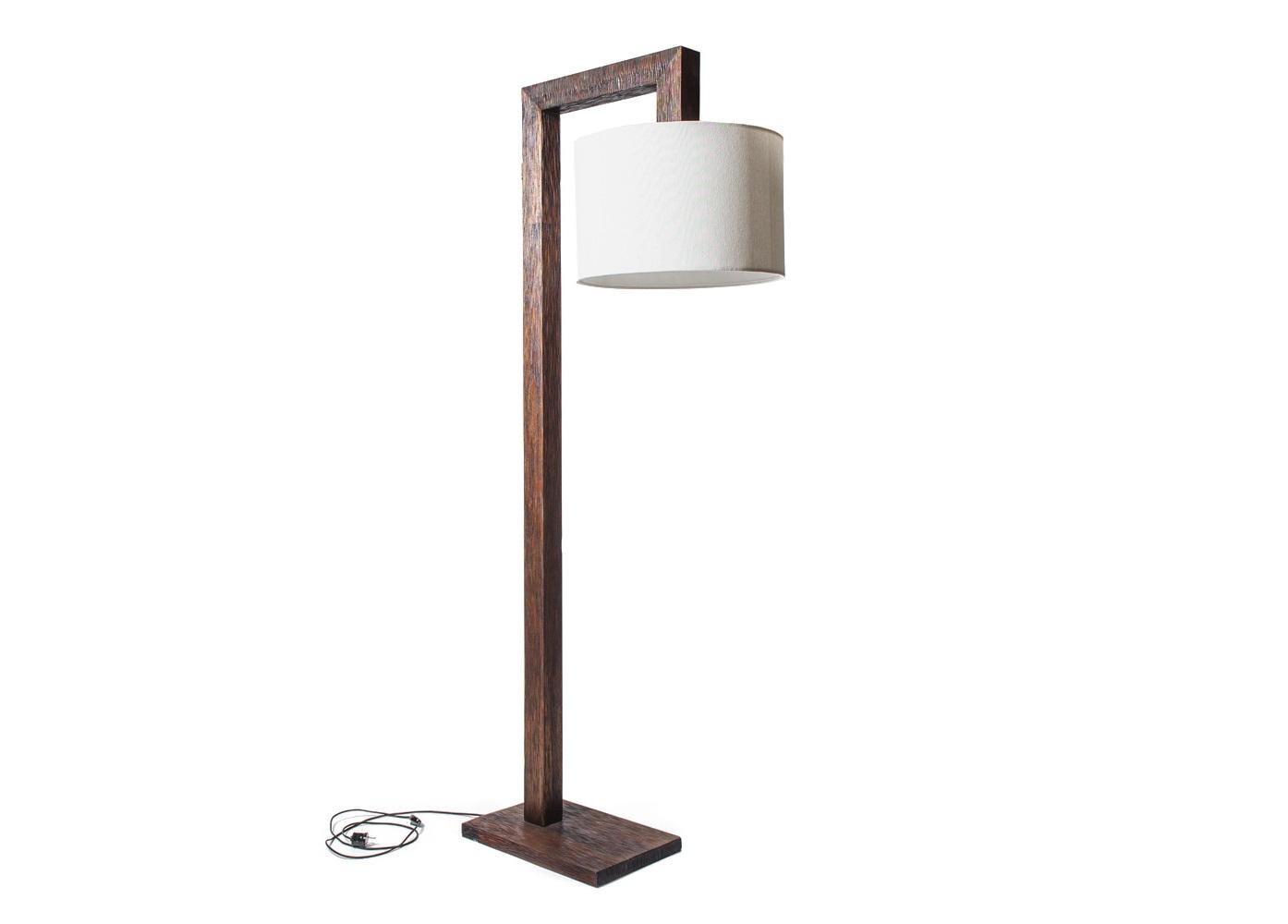 Торшер  FloresТоршеры<br>Торшер из тиковой древесины темно-коричневого цвета с округлым абажуром. Торшер выглядит очень стильно и современно благодаря выраженной геометрии и контрастным цветам и фактурам.<br><br>Возможен в отделке walnut brown и dark brown<br><br>Material: Тик<br>Ширина см: 45<br>Высота см: 183<br>Глубина см: 30