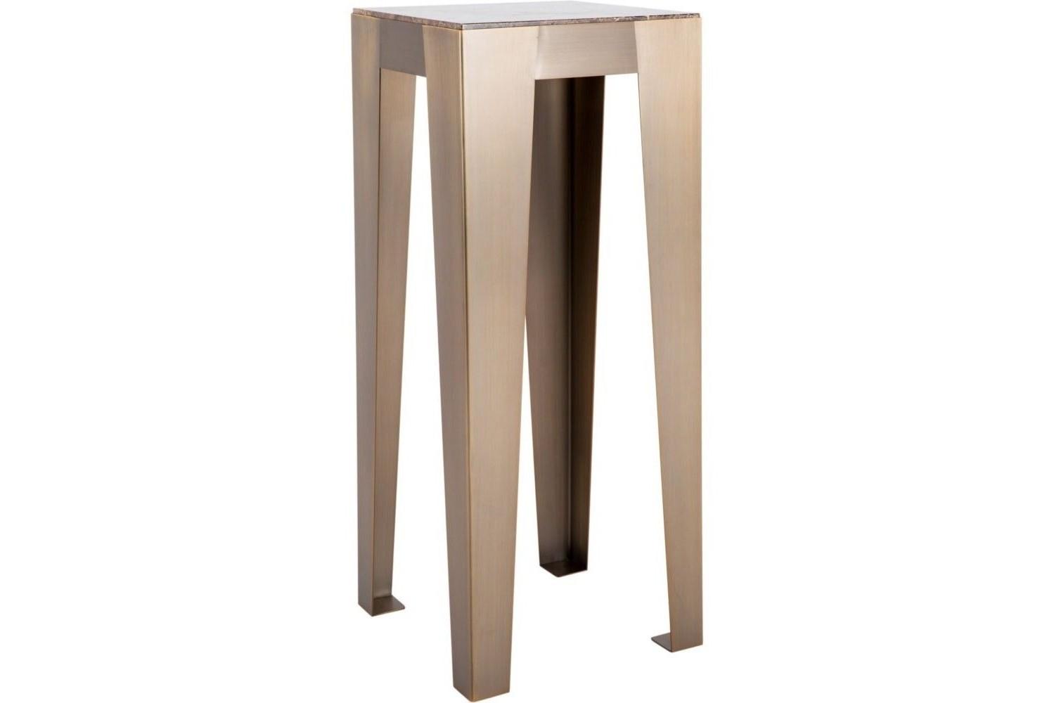 Консоль HermesИнтерьерные консоли<br>Коллекция столов и столиков Hermes создана, чтобы воплотить самые смелые идеи в оформлении Вашего дома. Сияющие массивные ножки, поддерживающие стеклянную столешницу, «изрезанную» мраморными прожилками великолепно смотрятся в любой форме и размере. Узкий длинный или высокий квадратный постаменты для декора,  низкий  журнальный или квадратный кофейный столы – любая из этих роскошных деталей добавит в ваш интерьер шика и создаст неповторимый стиль.<br><br>Material: Металл<br>Width см: 40<br>Depth см: 40<br>Height см: 100