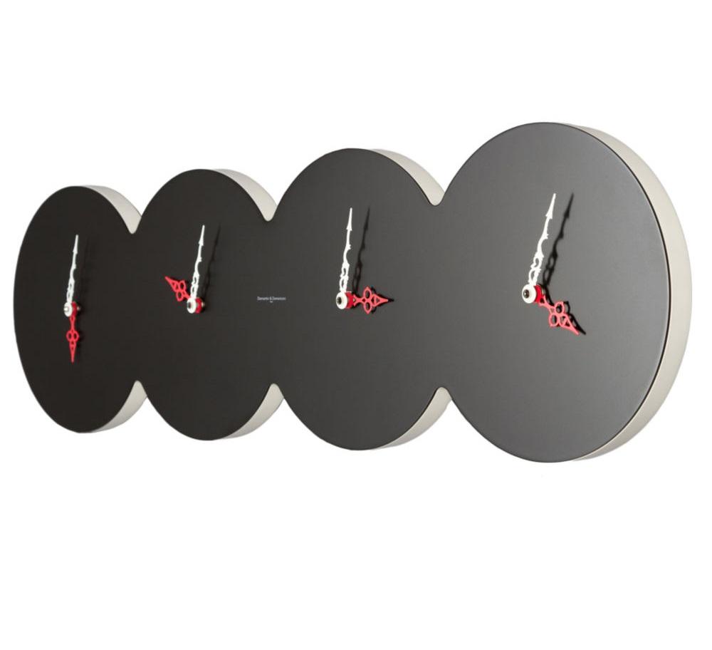 Часы настенные CUATROНастенные часы<br>кварцевый механизм<br><br>Material: Пластик<br>Ширина см: 79<br>Высота см: 22<br>Глубина см: 2