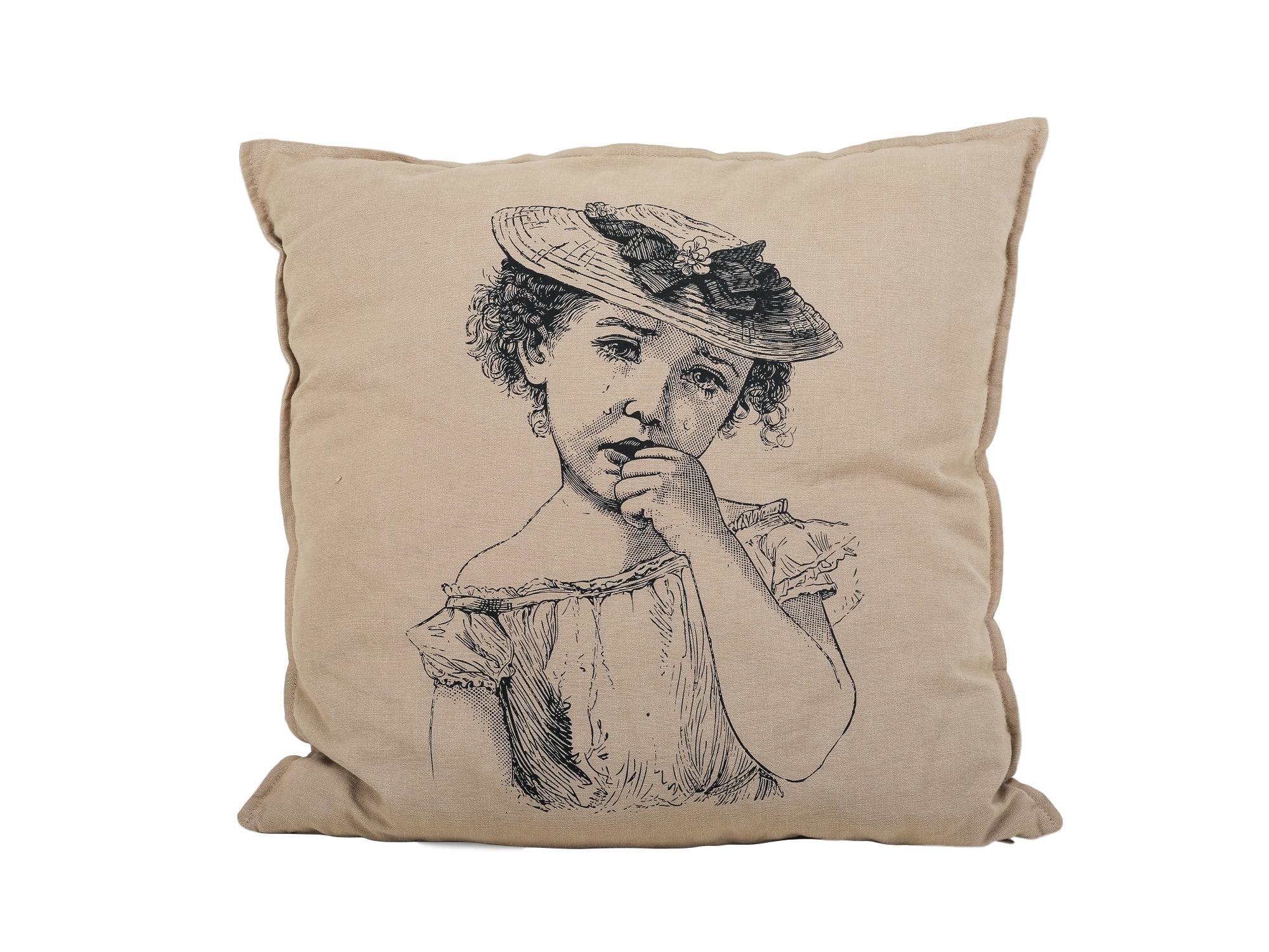 Подушка «Девочка»Квадратные подушки<br>Чехлы для подушек от датского дизайнера Annette Egholm.<br><br>Material: Текстиль<br>Width см: 40<br>Depth см: 10<br>Height см: 40