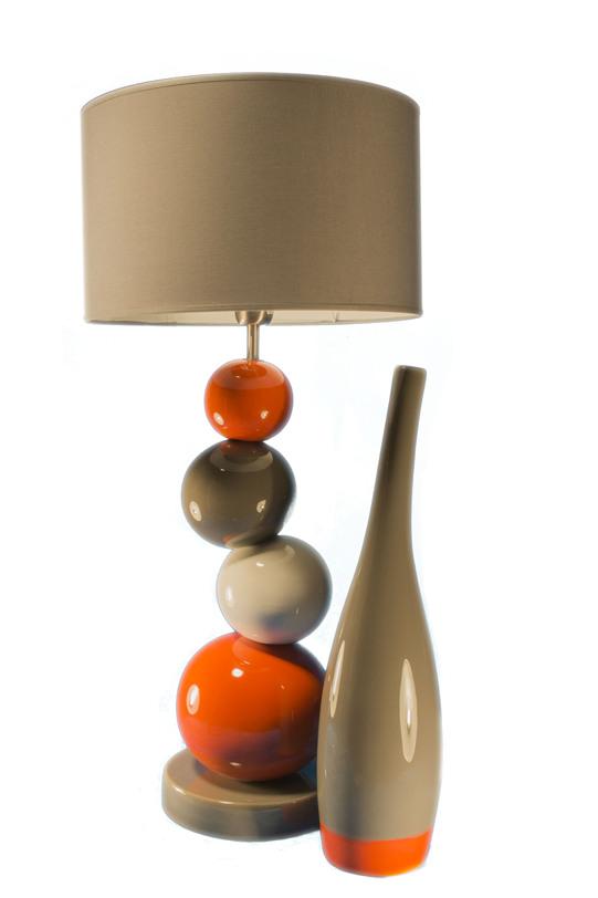 Настольная  лампаДекоративные лампы<br>Абажур этой лампы будто балансирует на вершине пирамидки из керамических шариков. Такая иллюзорная неустойчивость вносит динамику в интерьер в купе с сочным сочетанием теплых цветов, которыми раскрашены шары.&amp;lt;div&amp;gt;&amp;lt;br&amp;gt;&amp;lt;/div&amp;gt;&amp;lt;div&amp;gt;&amp;lt;div&amp;gt;Вид цоколя: E27&amp;lt;/div&amp;gt;&amp;lt;div&amp;gt;Мощность: 60W&amp;lt;/div&amp;gt;&amp;lt;div&amp;gt;Количество ламп: 1&amp;lt;/div&amp;gt;&amp;lt;/div&amp;gt;<br><br>Material: Керамика<br>Height см: 73.5<br>Diameter см: 35