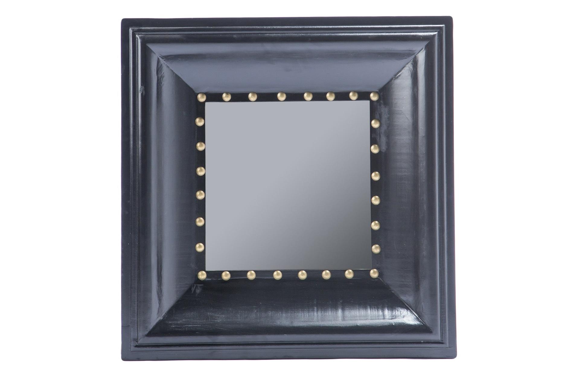 ЗеркалоНастенные зеркала<br>Зеркало в квадратной черной раме, украшенной декоративными гвоздиками.<br><br>Material: МДФ<br>Ширина см: 81<br>Высота см: 81<br>Глубина см: 10