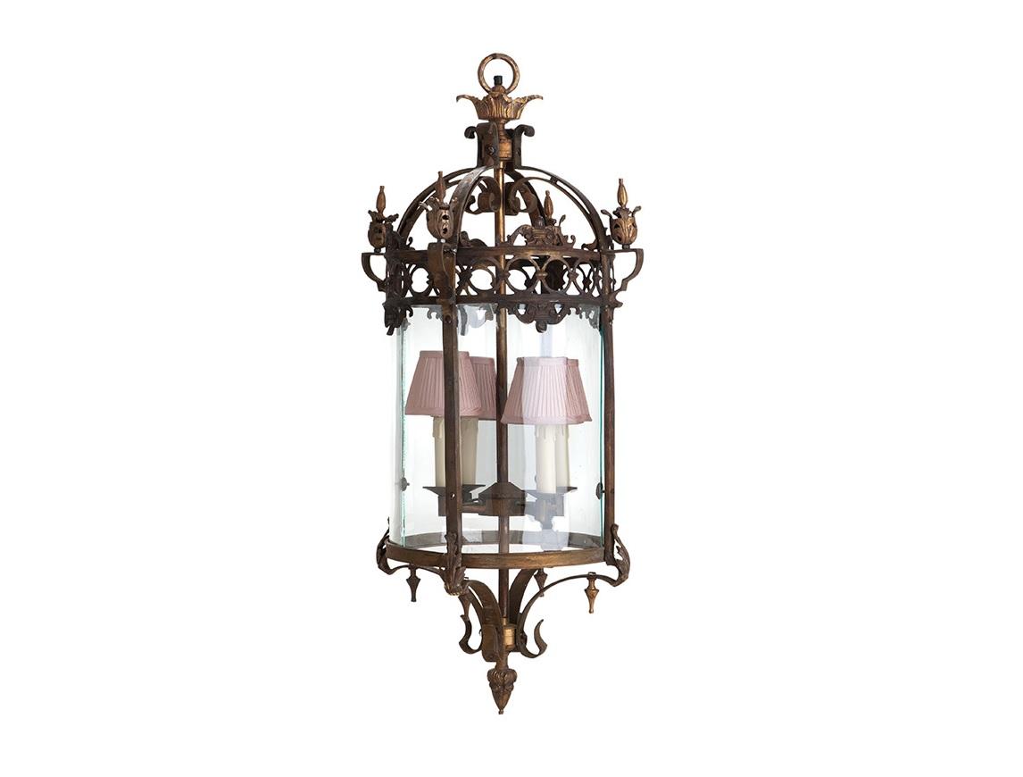 Подвесной светильник CordouПодвесные светильники<br>Подвесной светильник Cordou с металлическим основанием цвета античная латунь. Дизайн выполнен в виде старинного фонаря со стеклянными створками. Арматура украшена кружевным орнаментом. Абажуры в комплект не входят и заказываются отдельно.&amp;lt;div&amp;gt;&amp;lt;br&amp;gt;&amp;lt;/div&amp;gt;&amp;lt;div&amp;gt;&amp;lt;div&amp;gt;Вид цоколя: E14&amp;lt;/div&amp;gt;&amp;lt;div&amp;gt;Мощность лампы: 40W&amp;lt;/div&amp;gt;&amp;lt;div&amp;gt;Количество ламп: 4&amp;lt;/div&amp;gt;&amp;lt;/div&amp;gt;<br><br>Material: Металл<br>Ширина см: 37<br>Высота см: 97<br>Глубина см: 37