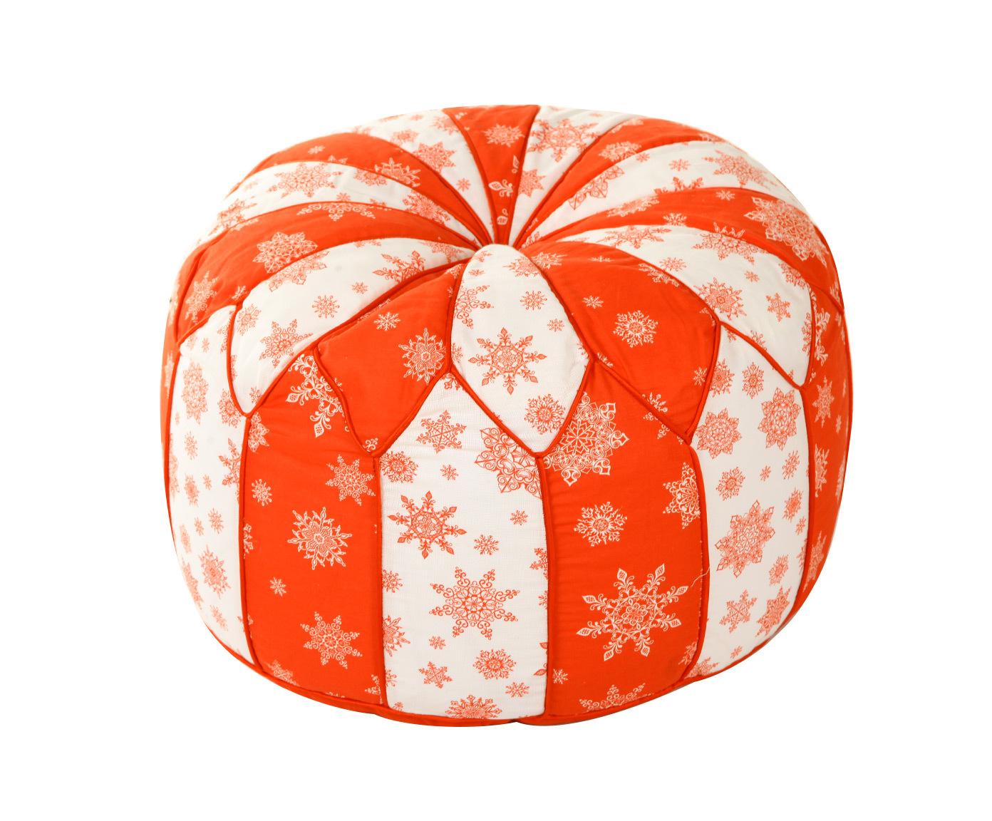 Пуфик круглый Новогодний калейдоскопФорменные пуфы<br>Круглый мягкий пуф станет элегантной и полезной деталью в вашем интерьере. Оригинальный новогодний принт сделает пространство стильным и праздничным. Благодаря мягкой набивке пуф удобен для сидения. Отсутствие острых углов и мягкий наполнитель делают пуф безопасным аксессуаром в доме, где живут дети.<br><br>Material: Хлопок<br>Length см: None<br>Width см: None<br>Height см: 35<br>Diameter см: 55