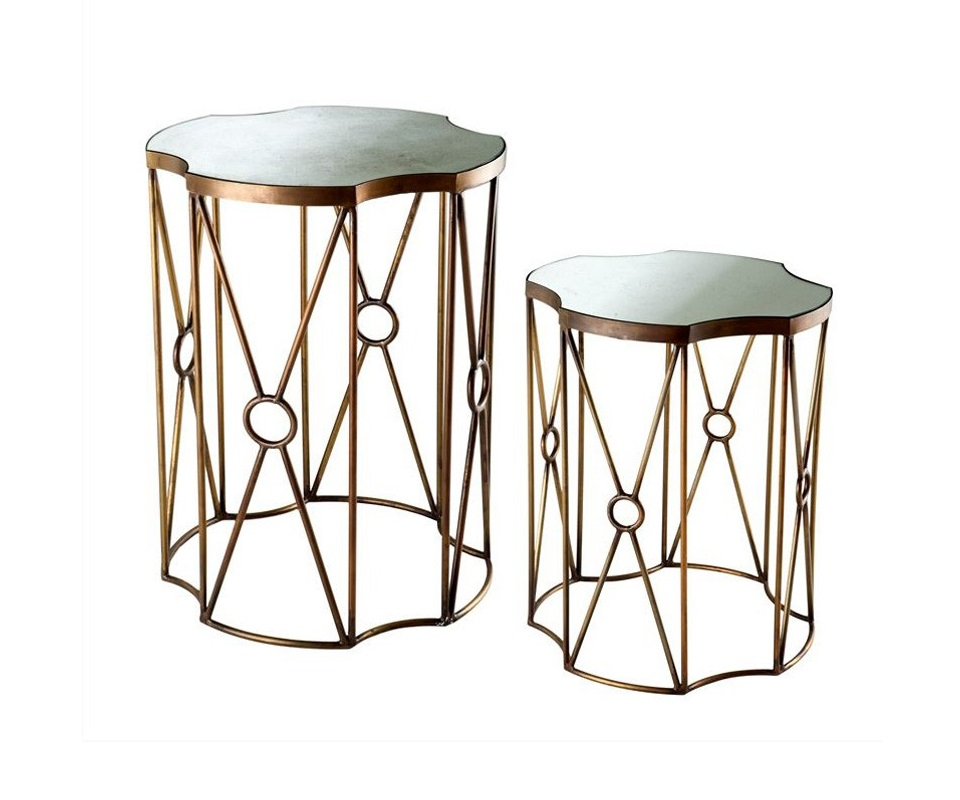 Стол (2шт)Приставные столики<br>Набор из 2-х столиков на металлическом основании цвета латунь. Столешницы из плотного зеркала под старину.&amp;amp;nbsp;&amp;lt;div&amp;gt;&amp;lt;br&amp;gt;&amp;lt;/div&amp;gt;&amp;lt;div&amp;gt;Размеры большого стола: высота 71 см, диаметр 54 см.&amp;amp;nbsp;&amp;lt;/div&amp;gt;&amp;lt;div&amp;gt;Размеры маленького столика: высота 56 см, диаметр 45 см.&amp;lt;/div&amp;gt;<br><br>Material: Металл<br>Высота см: 71