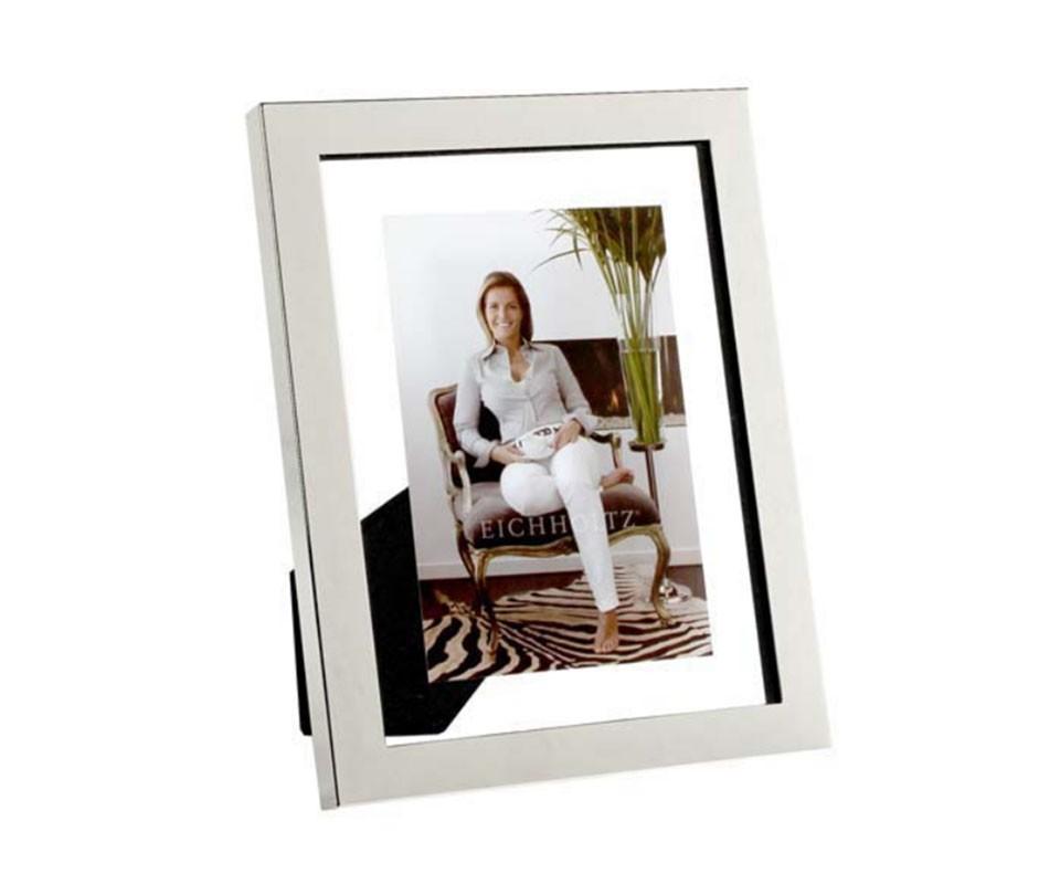 Рамка для фотографийРамки для фотографий<br>Фоторамка Picture Frame Brentwood выполнена из стекла, декорирована рамкой из никелированного металла. Подходит для фотографий размером 23 x 18 см.<br><br>Material: Металл<br>Width см: 18<br>Height см: 23
