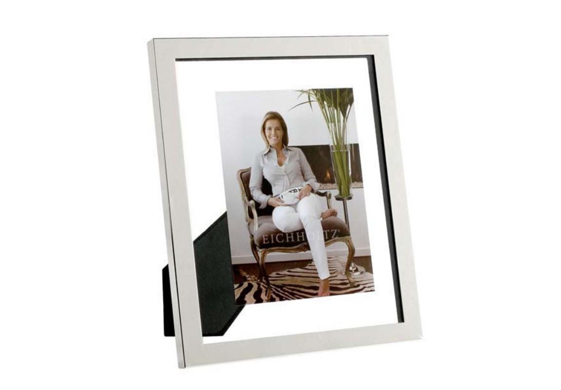 Рамка для фотографийРамки для фотографий<br>Фоторамка Picture Frame Brentwood выполнена из стекла, декорирована рамкой из никелированного металла. Подходит для фотографий размером 27,5 x 22,5 см.<br><br>Material: Металл<br>Width см: 22,5<br>Height см: 27,5