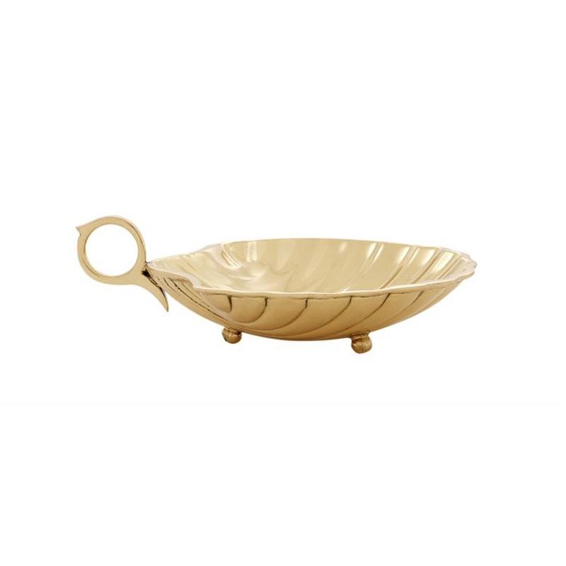 АксессуарМиски и чаши<br>Поднос Shell S с оригинальным дизайном выполнен из металла золотого цвета. Может быть использован как для сервировки стола, так и хранения разных мелочей<br><br>Material: Металл<br>Width см: 15,5<br>Depth см: 12,5<br>Height см: 3