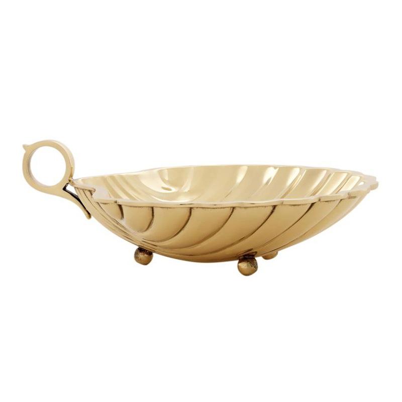 АксессуарМиски и чаши<br>Поднос Shell M с оригинальным дизайном выполнен из металла золотого цвета. Может быть использован как для сервировки стола, так и хранения разных мелочей<br><br>Material: Металл<br>Ширина см: 22<br>Высота см: 5<br>Глубина см: 19