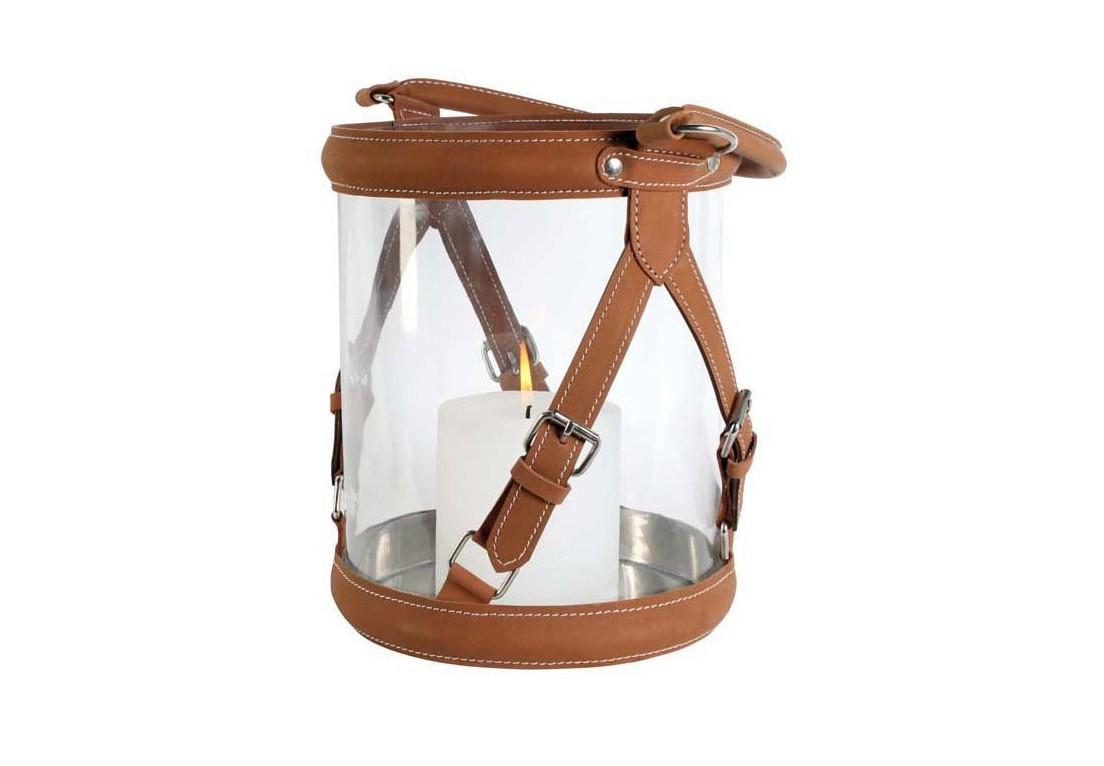 ПодсвечникПодсвечники<br>Hurricane Equestrian Large - подсвечник. Стеклянная колба с ремнями из светло-коричневой кожи.<br><br>Material: Кожа<br>Height см: 27<br>Diameter см: 21