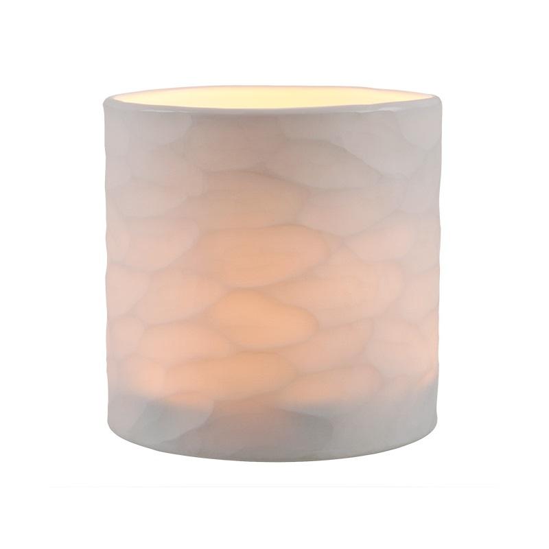 ПодсвечникПодсвечники<br>Подсвечник Fontana White M выполнен вручную из матового стекла цвета слоновая кость. На стекле выполнен фигурный орнамент.<br><br>Material: Стекло<br>Высота см: 20
