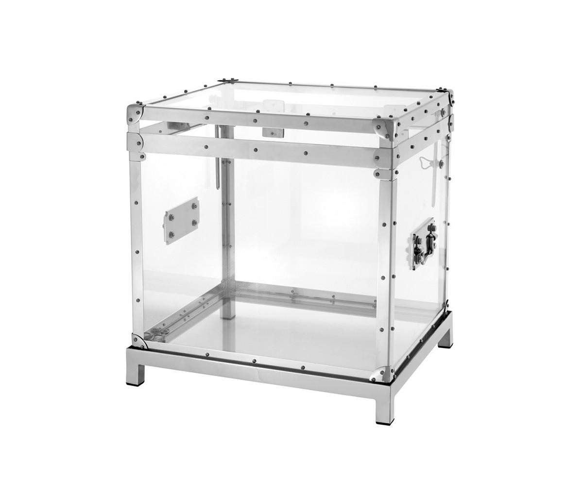 СундукСовременные сундуки<br>Сундук Flightcase Exposed incl stand с каркасом из полированного алюминия. Створки выполнены из прозрачного термопластика.<br><br>Material: Металл<br>Width см: 55<br>Depth см: 48<br>Height см: 52