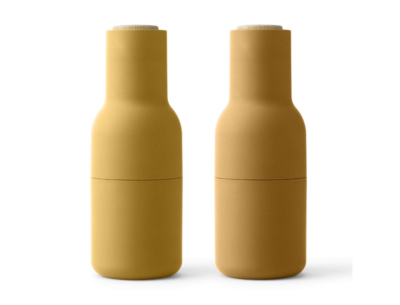 Мельницы для соли и перца BottleАксессуары для кухни<br>Набор мельниц для специй от дизайнеров датского бренда Menu - это больше, чем просто солонка и перечница. Это всегда свежие и ароматные специи идеального помола. Внутри - надежная керамическая мельница. Специи попадают в тарелку только во время помола, и никак иначе, так что столешницу не придется убирать и чистить. Плюс к этому, они очень приятны на ощупь и удобно ложатся прямо в руку.<br><br>Material: Пластик<br>Height см: 20,3<br>Diameter см: 7,6