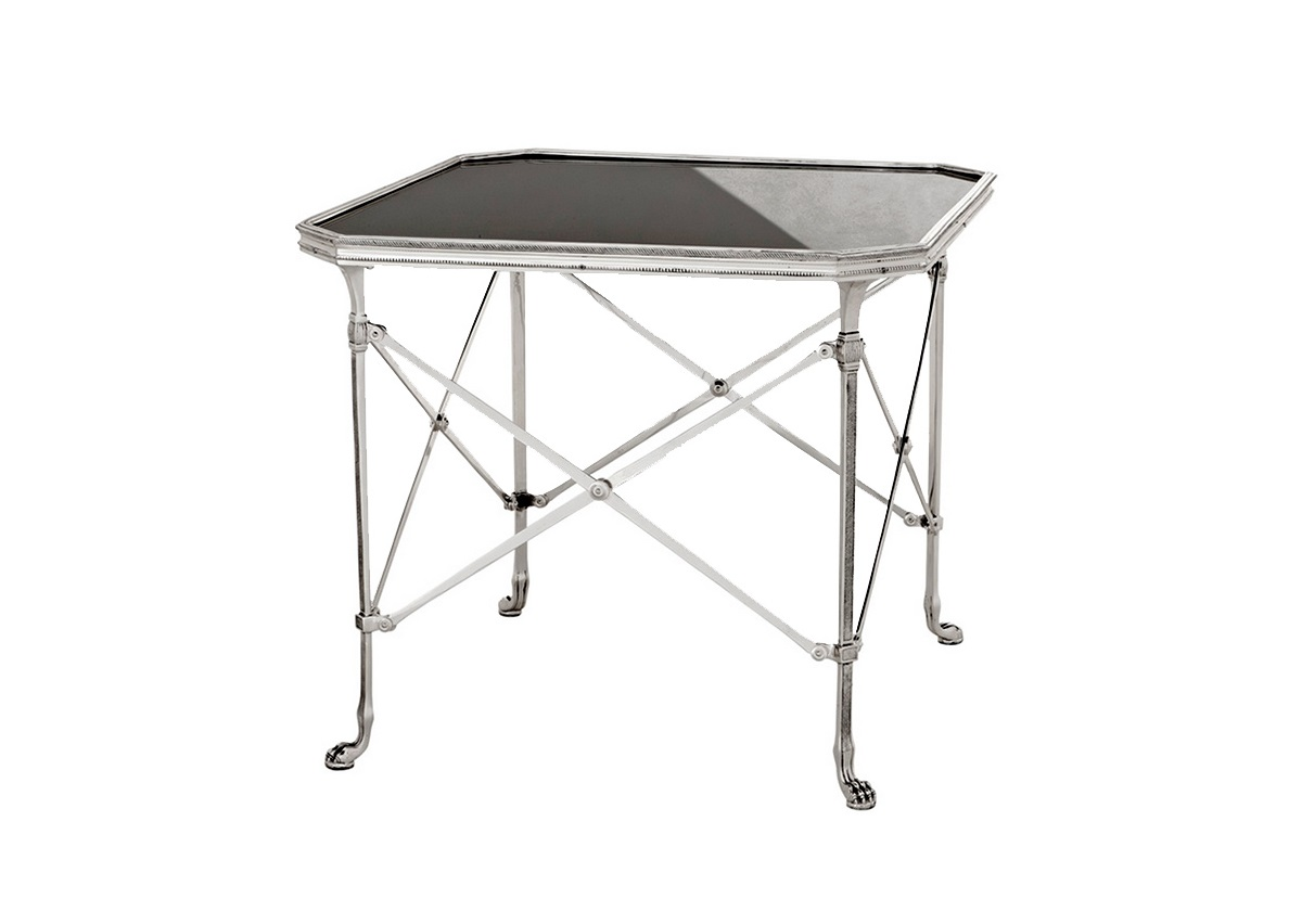 СтолЖурнальные столики<br>Столик с оригинальным дизайном Monte Carlo выполнен из металла цвета античное серебро. Столешница из черного стекла.<br><br>Material: Стекло<br>Ширина см: 63<br>Высота см: 55<br>Глубина см: 63
