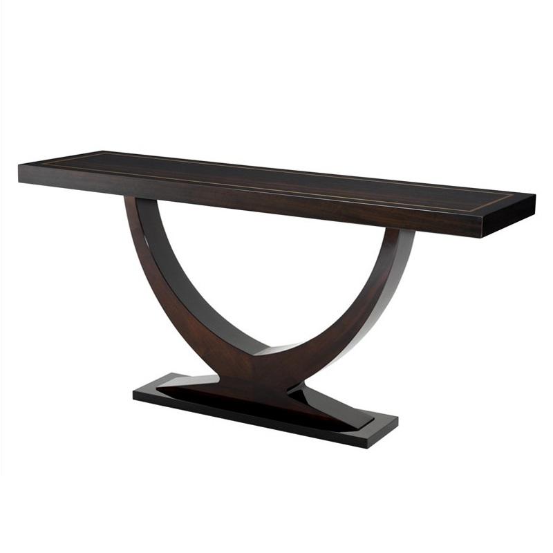 КонсольИнтерьерные консоли<br>Стол из коллекции Ungaro выполнен из темно-коричневого дерева. Столешница лакерованная.<br><br>Material: Дерево<br>Ширина см: 160.0<br>Высота см: 76.0<br>Глубина см: 45.0