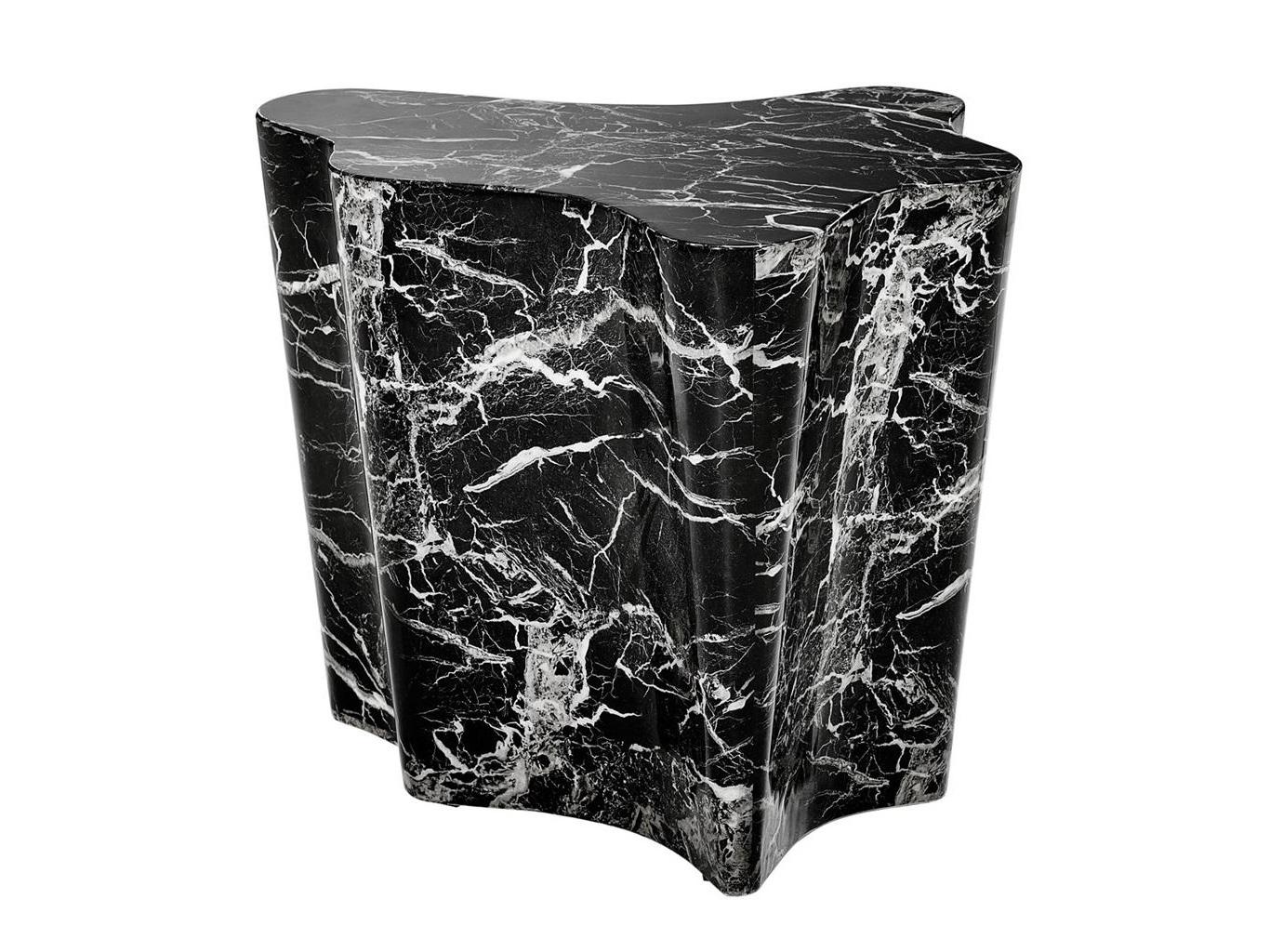 СтолПриставные столики<br>Столик Side Table Sceptre с имитацией мрамора глянцевого черного цвета.<br><br>Material: Мрамор<br>Ширина см: 68.0<br>Высота см: 56.0<br>Глубина см: 62.0