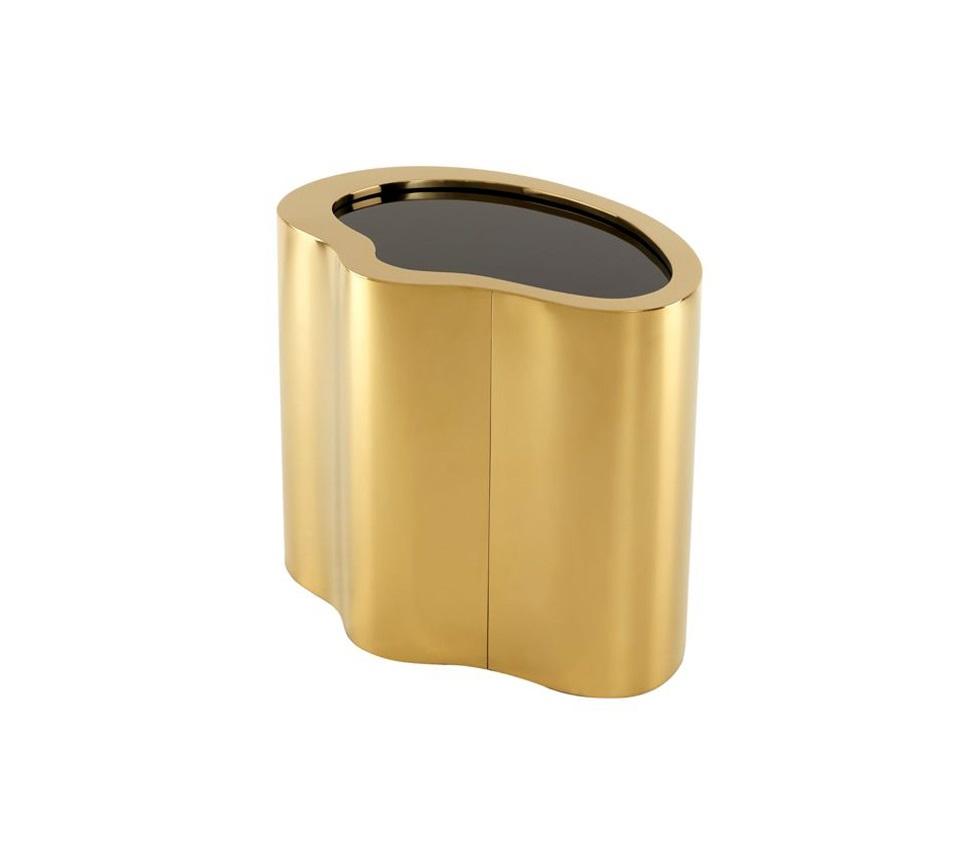 Журнальный столикЖурнальные столики<br>Столик оригинальной формы Gibbons gold finish выполнен из металла золотого цвета. Столешница из плотного стекла черного цвета.<br><br>Material: Металл<br>Width см: 60<br>Depth см: 41,5<br>Height см: 50