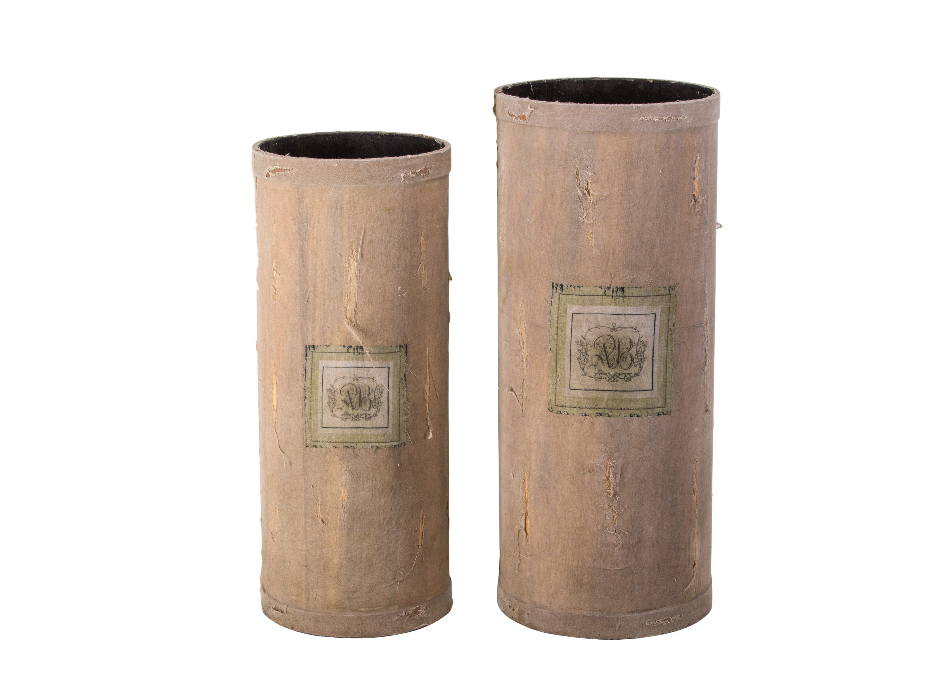 Комплект ваз (2шт.)Вазы<br>Комплект из двух напольных ваз разного размера, декорированных состаренной тканью с принтом&amp;lt;div&amp;gt;&amp;lt;br&amp;gt;&amp;lt;/div&amp;gt;&amp;lt;div&amp;gt;Размеры:&amp;lt;/div&amp;gt;&amp;lt;div&amp;gt;1)61x25,4 см&amp;lt;/div&amp;gt;&amp;lt;div&amp;gt;&amp;lt;div&amp;gt;2)56x23 см&amp;lt;/div&amp;gt;&amp;lt;/div&amp;gt;<br><br>Material: Дерево<br>Высота см: 61