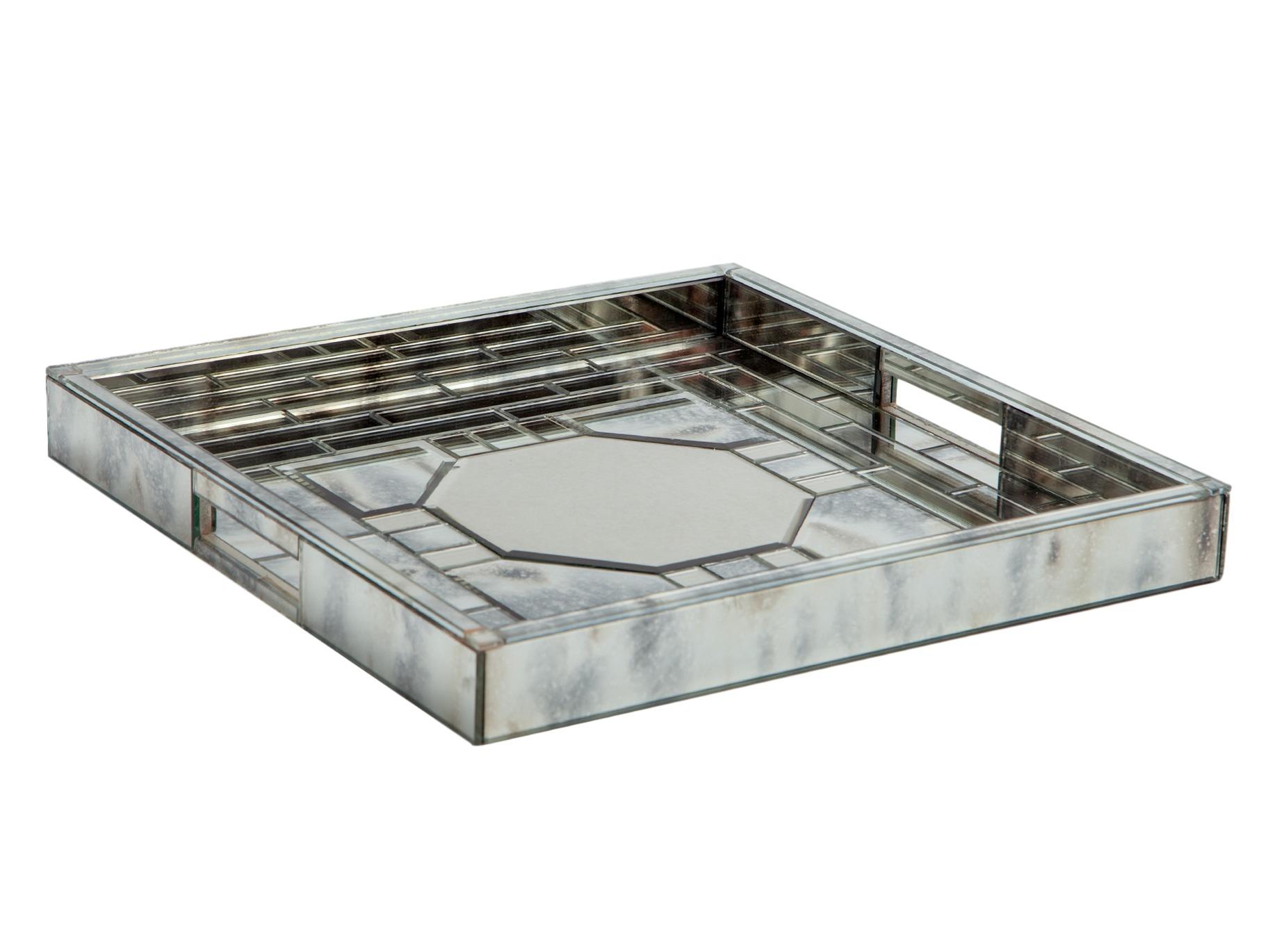 Поднос зеркальныйДекоративные подносы<br>Поднос, декорированный вставками из зеркального стекла.<br><br>Material: Стекло<br>Width см: 41<br>Depth см: 41<br>Height см: 5