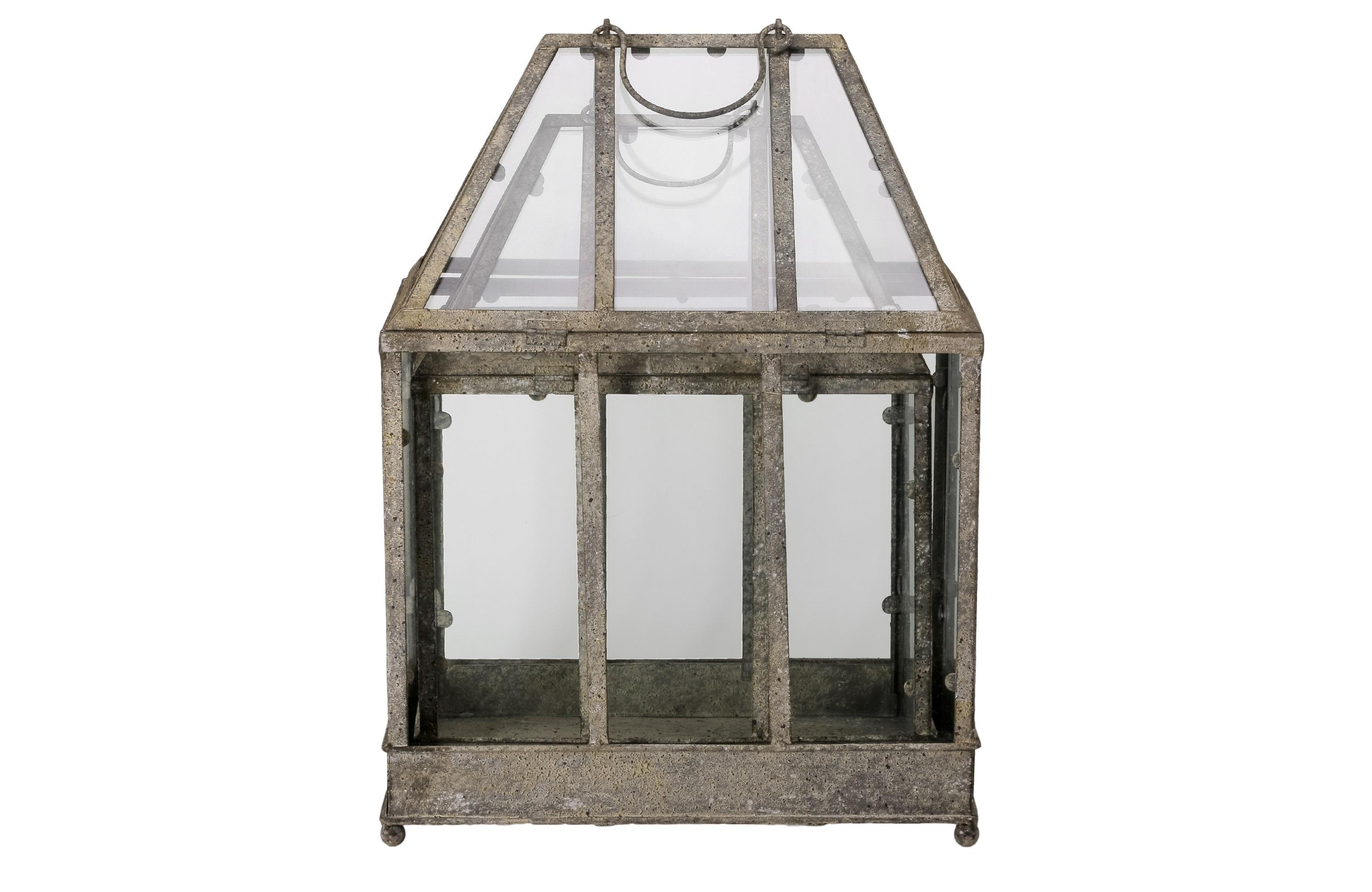 Фонарь (2шт)Подсвечники<br>Комплект фонарей из стекла и состаренного металла, в комплекте 2 шт разного размера.<br><br>&amp;lt;div&amp;gt;Размеры:&amp;amp;nbsp;&amp;lt;/div&amp;gt;&amp;lt;div&amp;gt;1)38.1x49.5x17.9&amp;lt;/div&amp;gt;&amp;lt;div&amp;gt;2)15x19.5x11&amp;lt;/div&amp;gt;&amp;lt;div&amp;gt;&amp;lt;br&amp;gt;&amp;lt;/div&amp;gt;<br><br>Material: Металл<br>Ширина см: 38<br>Высота см: 50<br>Глубина см: 28