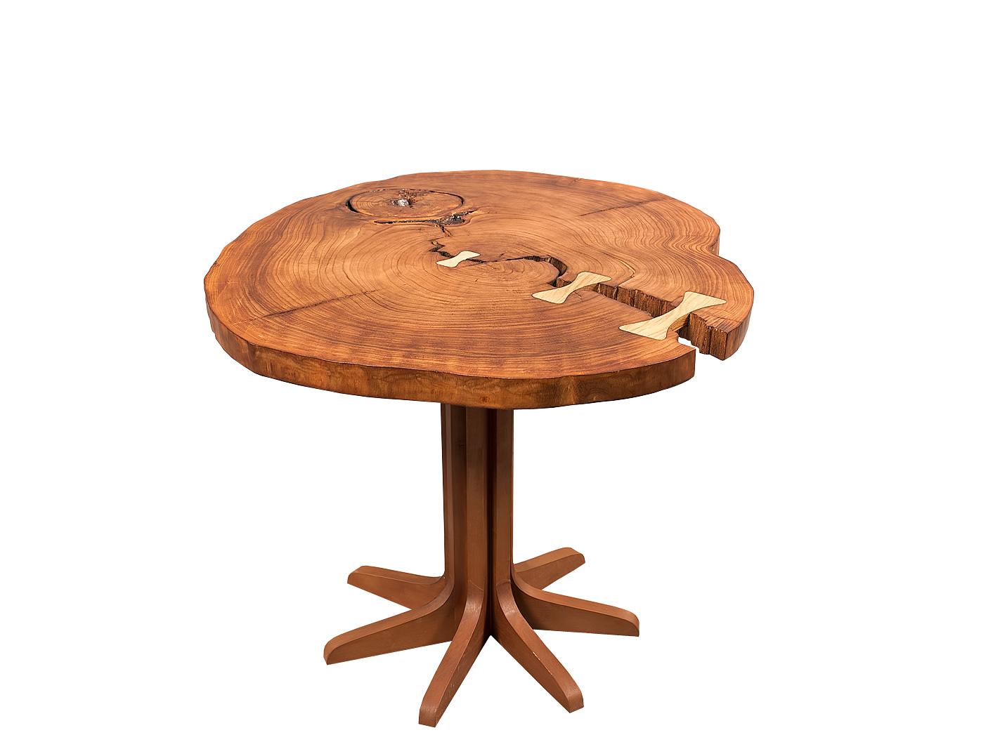 Журнальный стол DiskЖурнальные столики<br>Журнальный столик в стиле Live Edge (природный край)<br>Столешница сделана из цельного круглого спила вяза с сохранением всех природных деталей: трещин, изгибов, выщербленностей в стволе, шикарного рисунка текстуры и натурального живого края ствола дерева. Основаная идея столика Disk - сохранить всю природную естественность материала. Столешница будто бы еще вчера была частью массивного ствола многовекового вяза, и являясь столом сохранила всю природную красоту и колорит. Каждый столик линейки Disk неповторим, имеет свой рисунок, трещины, выемки, вставки и линии граней. <br><br>Поставляется в готовом виде, сборка не требуется.<br><br>Material: Дерево<br>Height см: 50<br>Diameter см: 65