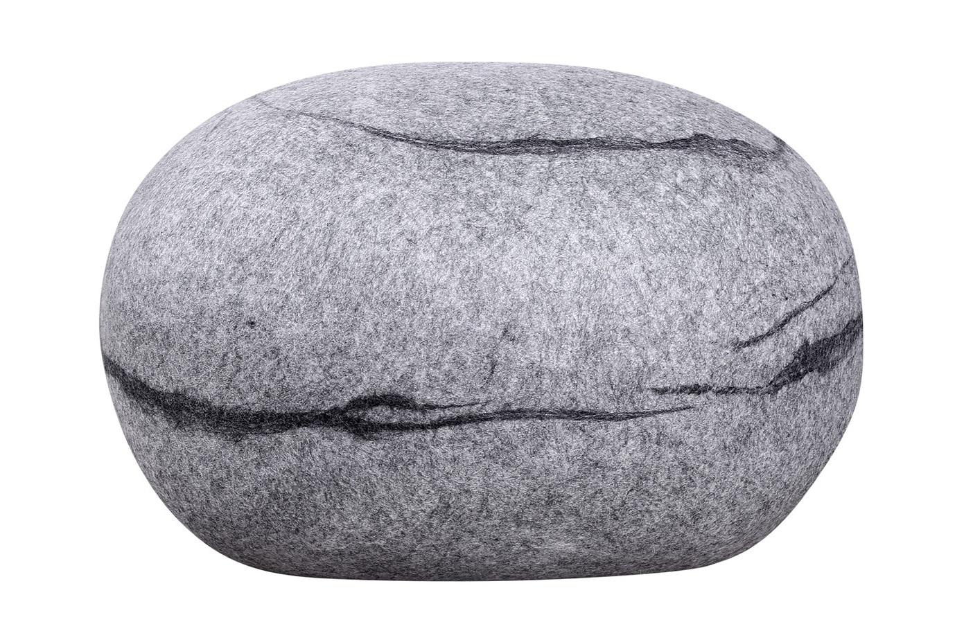 ПуфФорменные пуфы<br>Пуф-камень, изготовлен в ручную. <br>Внешний материал100% шерсть мериноса.<br>Каждый камень оригинален и неповторим, точно так же как нет двух одинаковых камней в природе.  <br>Пуф-камень прекрасно дополнит атмосферу вашего дома, вне зависимости в каком стиле выполнено пространство.<br>Пуф-камень очень нравится детям, в детской комнате он станет любимым предметом интерьера.<br>Пуф-камень не только интерьерное изделие, он функционален и долговечен при использовании по назначению.<br><br>Material: Шерсть<br>Ширина см: 54<br>Высота см: 39<br>Глубина см: 63