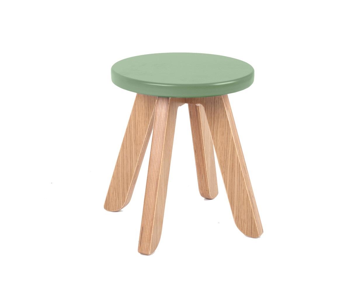 Табурет MalevichДетские табуреты<br>Табурет составит отличную компанию столу и стулу. Например, на нем удобно расположить принадлежности для рисования, когда стол используется в положении мольберта. Наличие табурета также позволит маме сидеть за столом на одном уровне с ребенком.&amp;amp;nbsp;&amp;lt;div&amp;gt;&amp;lt;br&amp;gt;&amp;lt;/div&amp;gt;&amp;lt;div&amp;gt;Материал: березовая фанера, дубовый шпон.&amp;lt;br&amp;gt;&amp;lt;/div&amp;gt;<br><br>Material: Фанера<br>Высота см: 34