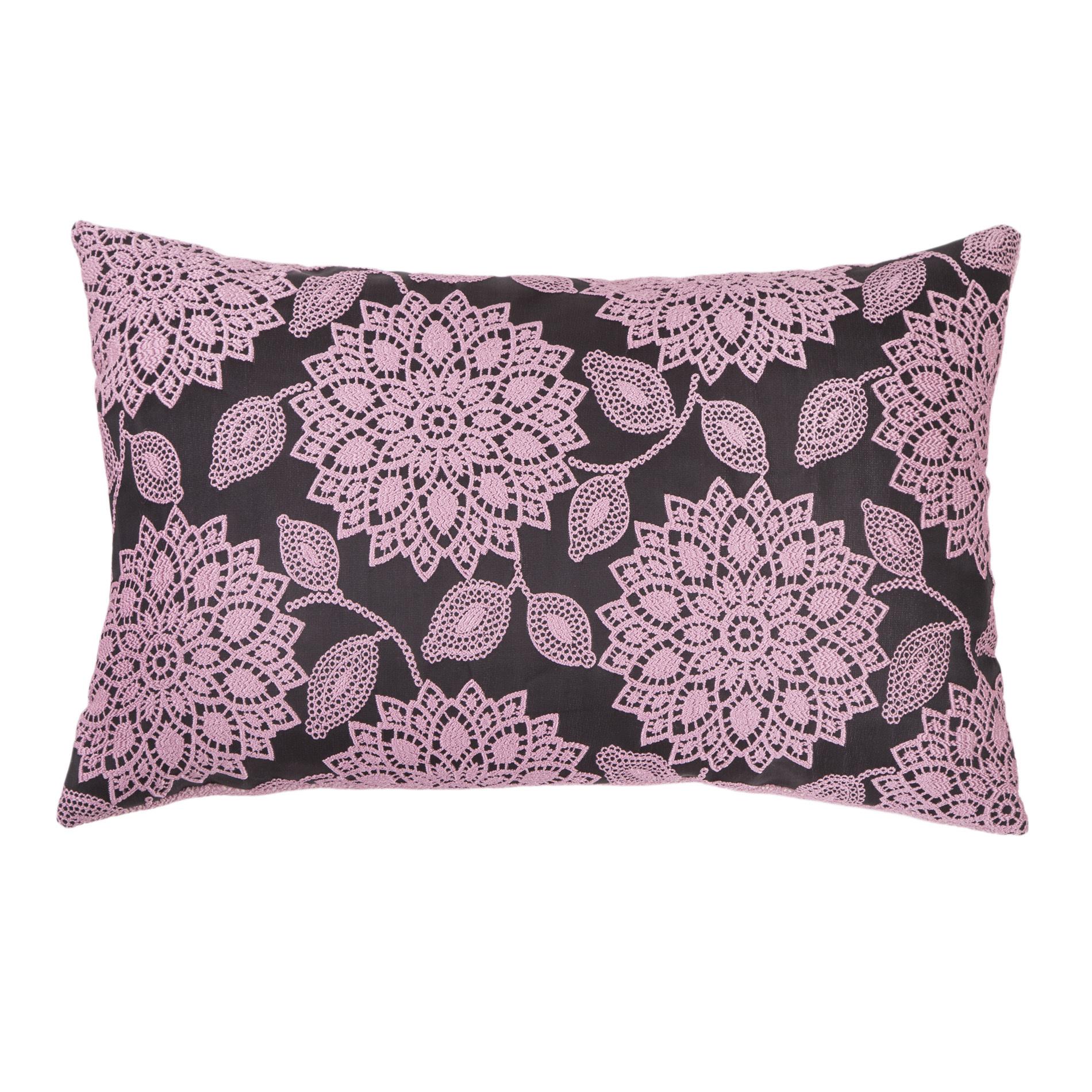 Подушка Кружевные цветыПрямоугольные подушки<br>Двустороняя декоративная подушка &amp;quot;Кружевные цветы&amp;quot; станет ярким акцентом в вашем интерьере. Высококачественный материал приятен для кожи и безопасен даже для самой чувствительной кожи.  Оригинальный дизайнерский принт сделает пространство стильным и своеобразным.<br><br>Material: Текстиль<br>Length см: None<br>Width см: 60<br>Depth см: 10<br>Height см: 40