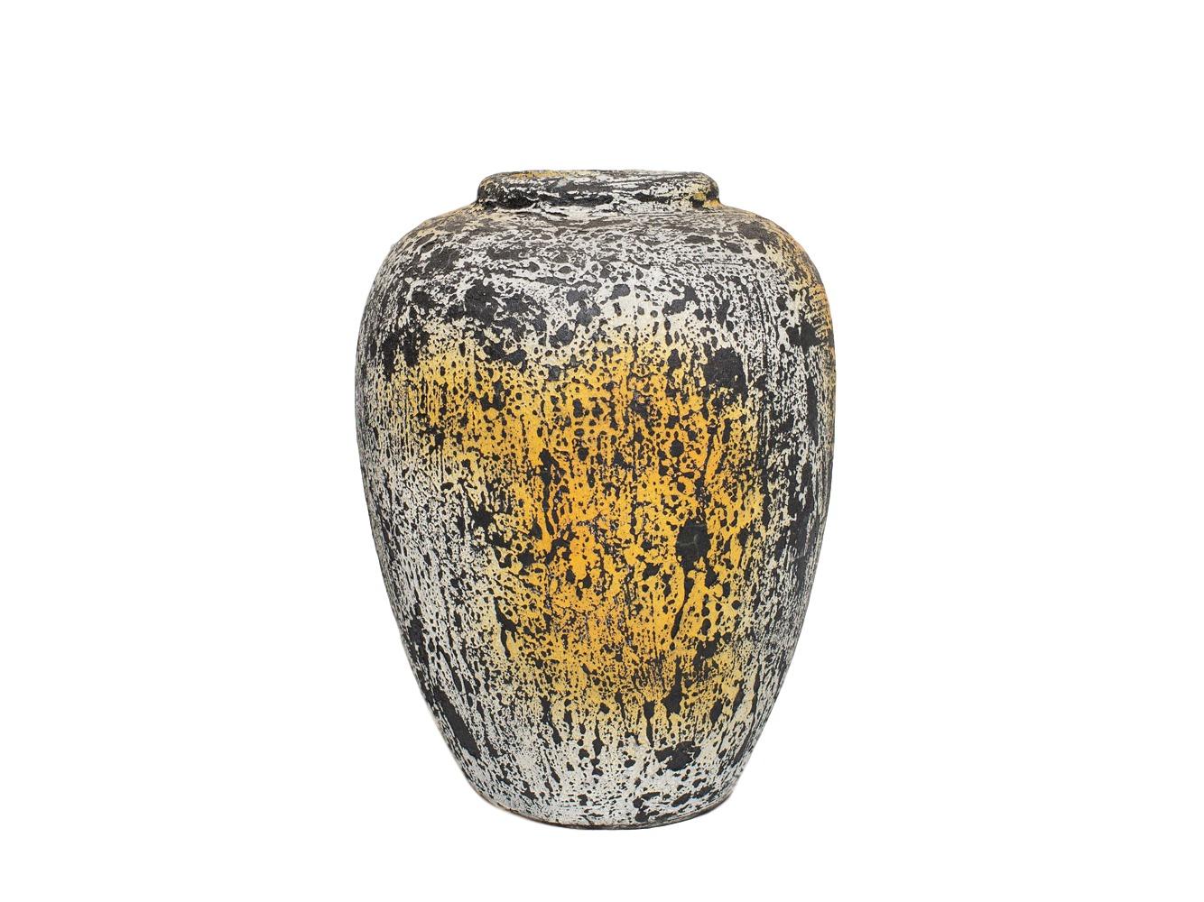 ВазаВазы<br>Декоративная ваза из глины Getong -  свой вид приобрела благодаря технологии изготовления. Сначала ей придали форму, потом покрасили, и только после этого обожгли. Эта ваза поможет создать неповторимую обстановку и освежить интерьер.&amp;amp;nbsp;<br><br>Material: Глина<br>Length см: None<br>Width см: 22<br>Depth см: 22<br>Height см: 35<br>Diameter см: None