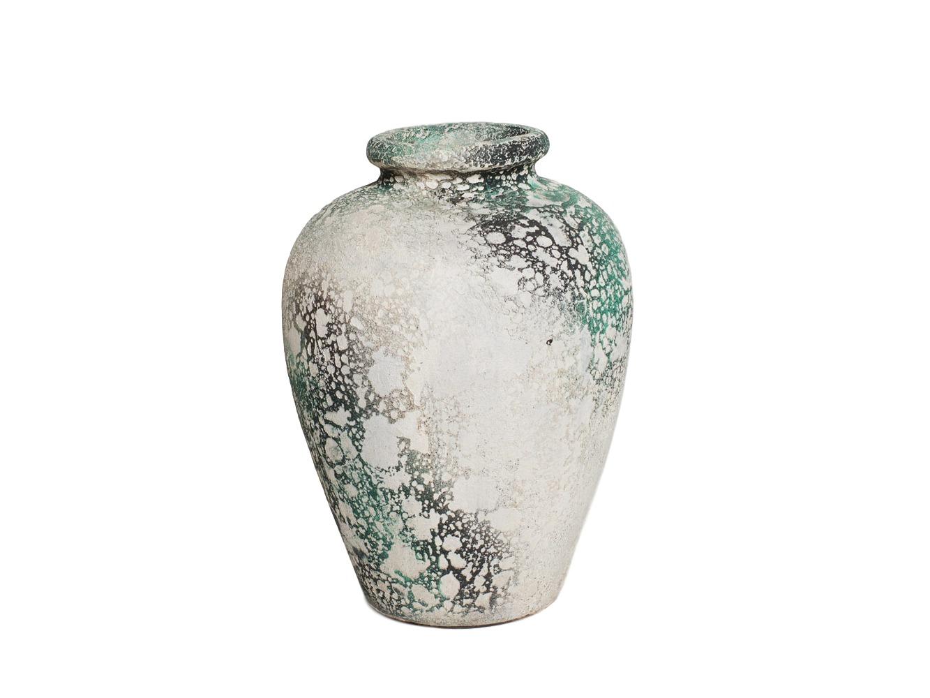 ВазаВазы<br>Декоративная ваза из глины Getong -  свой вид приобрела благодаря технологии изготовления. Сначала ей придали форму, потом покрасили, и только после этого обожгли. Эта ваза поможет создать неповторимую обстановку и освежить интерьер.&amp;amp;nbsp;<br><br>Material: Глина<br>Length см: None<br>Width см: 24<br>Depth см: 24<br>Height см: 29<br>Diameter см: None