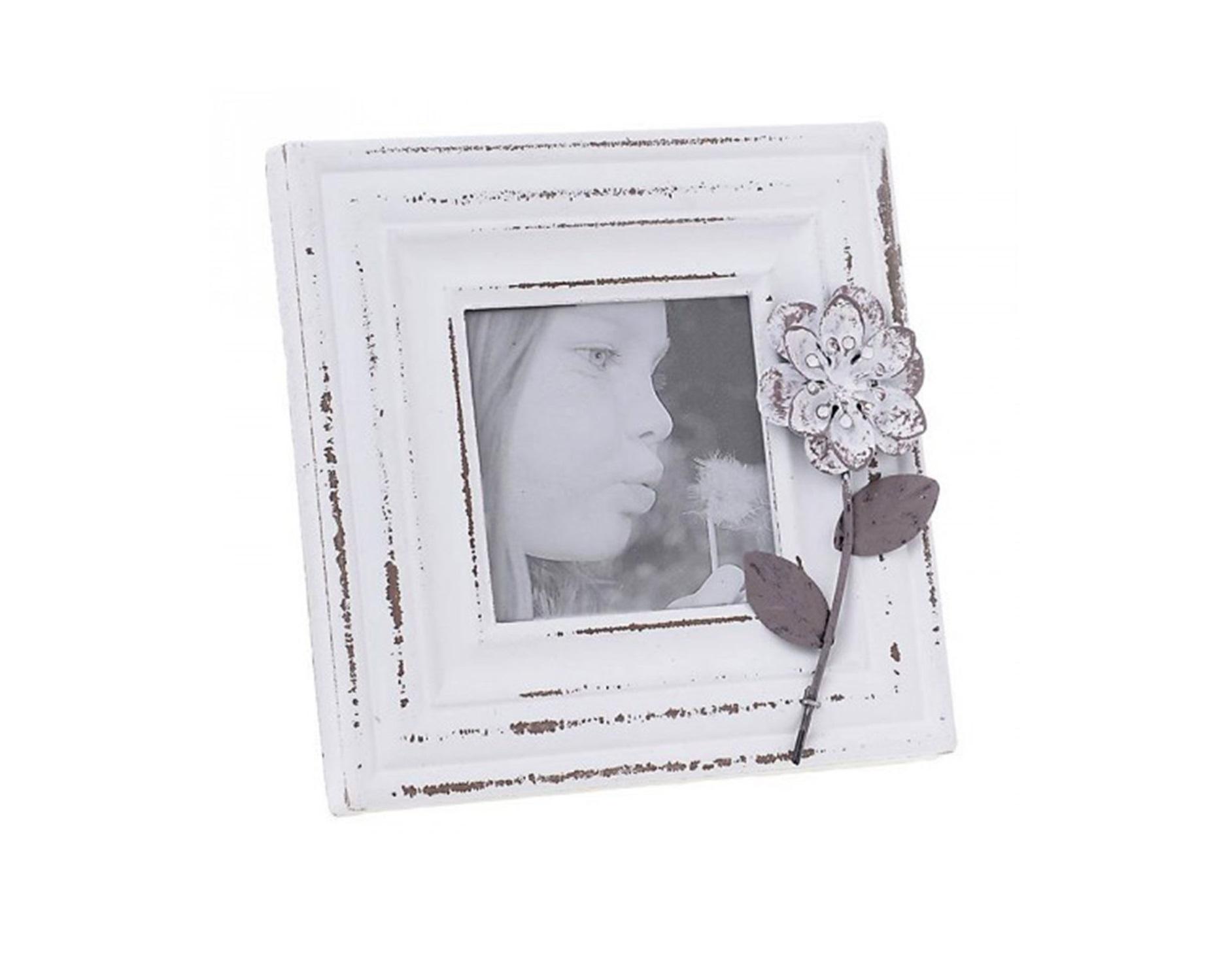 Фоторамка DoloresРамки для фотографий<br>Материалы: мдф, полистоун.<br><br>Material: МДФ<br>Ширина см: 20<br>Высота см: 20<br>Глубина см: 2