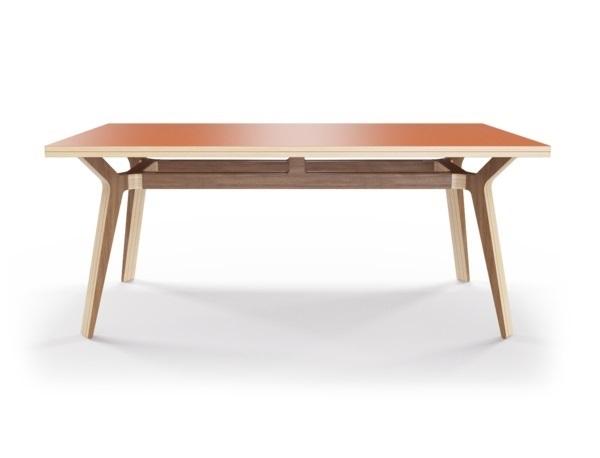 Стол Bor?sОбеденные столы<br>Стол Bor?s — прочная конструкция, которая станет связующим звеном совместного времяпрепровождения. Окрас столешницы в морковный цвет, отделка подстолья шпоном ореха. Сборка не требуется.<br><br>Material: Фанера<br>Width см: 240<br>Depth см: 90<br>Height см: 75