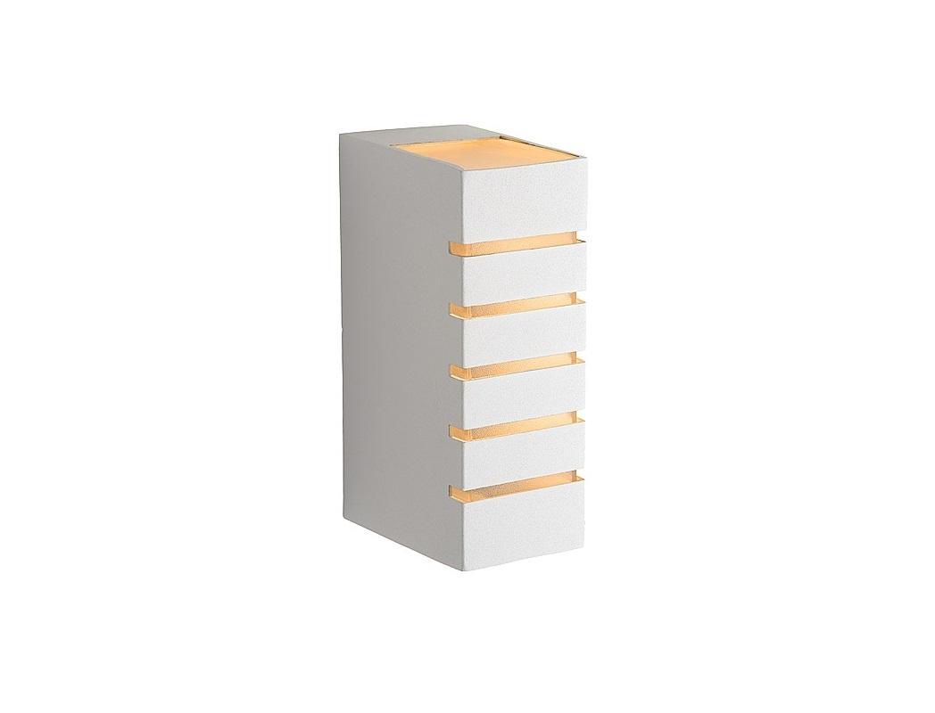Настенный светильник AsterУличные настенные светильники<br>Цоколь G9,&amp;amp;nbsp;&amp;lt;div&amp;gt;Мощность 28W,&amp;amp;nbsp;&amp;lt;/div&amp;gt;&amp;lt;div&amp;gt;Количество 1 лампочка  (в комплект не входит)<br>&amp;lt;/div&amp;gt;<br><br>Material: Металл<br>Ширина см: 6<br>Высота см: 17<br>Глубина см: 9