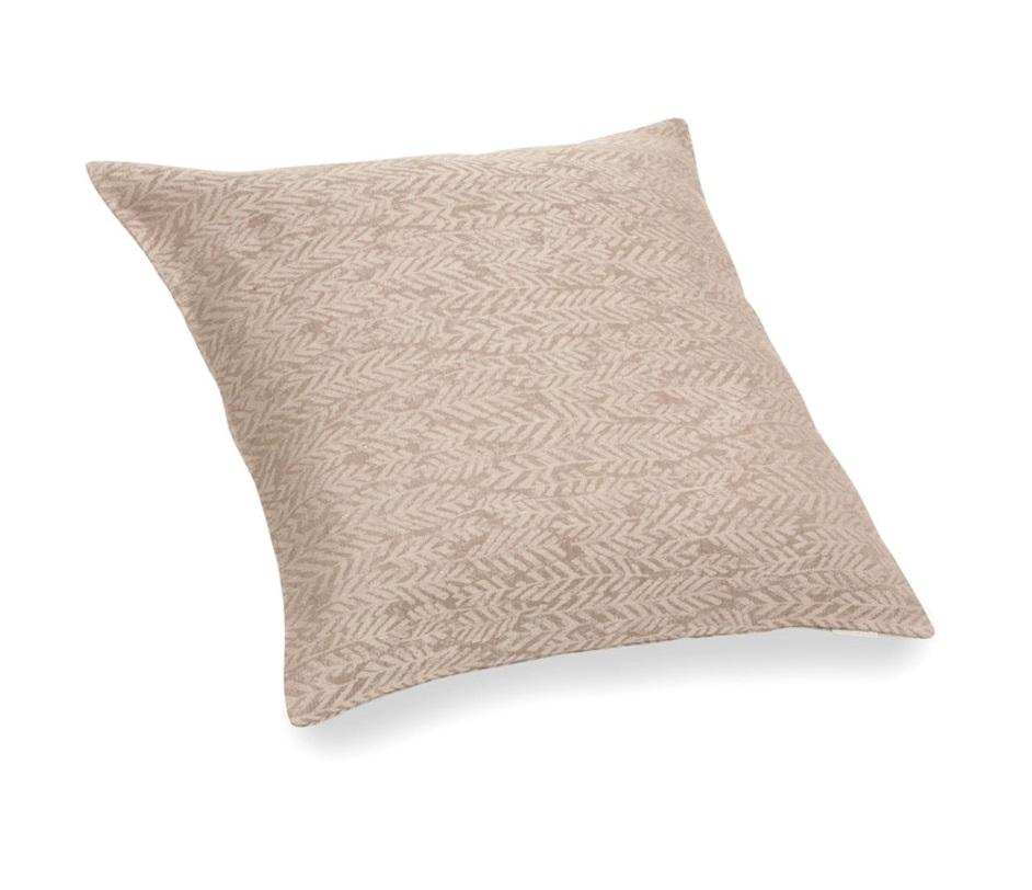 Подушка декоративная ФарнКвадратные подушки и наволочки<br>&amp;lt;div&amp;gt;Декоративная подушка на пуговицах «Фарн» станет интересной деталью, дополняющей общую концепцию интерьера спальни. Сшита она из 100% натурального льна, который приятен на ощупь и абсолютно гипоаллергенен. Цвет текстиля – темно-бежевый с нежным бежевым узором.&amp;lt;/div&amp;gt;&amp;lt;div&amp;gt;&amp;lt;br&amp;gt;&amp;lt;/div&amp;gt;&amp;lt;div&amp;gt;Подушка выполнена в классическом стиле и имеет безупречное исполнение, которое наглядно демонстрирует высочайший класс этого изделия.&amp;lt;/div&amp;gt;<br><br>Material: Лен<br>Length см: 50<br>Width см: 50<br>Depth см: None<br>Height см: None<br>Diameter см: None