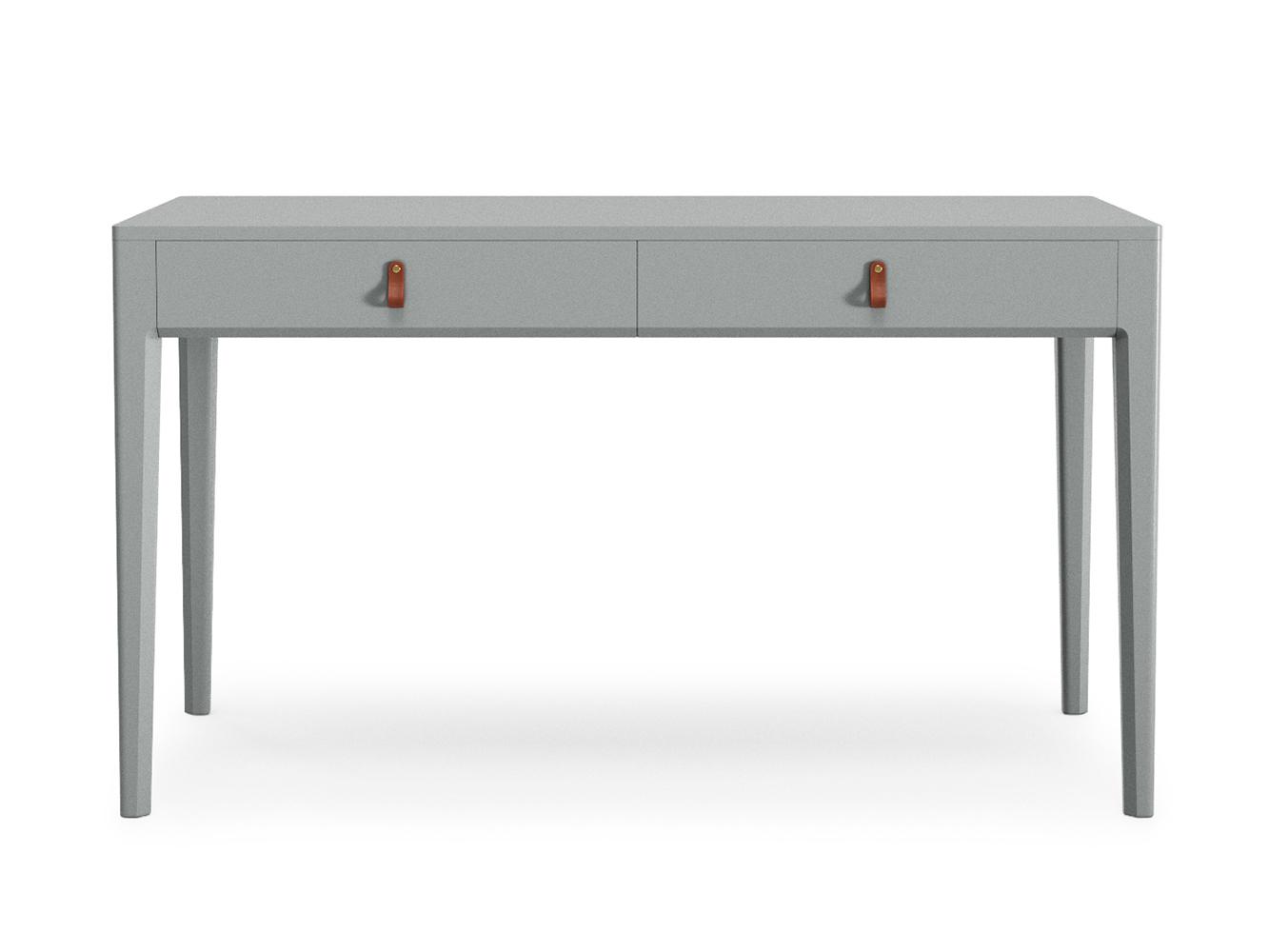 Рабочий стол CASEПисьменные столы<br>Рабочий стол с оптимальными габаритами для домашнего кабинета. Два вместительных ящика организуют дела и канцелярию, а фирменные кожаные ручки The IDEA добавят домашнего уюта.<br><br>Material: Дерево<br>Length см: None<br>Width см: 140<br>Depth см: 70<br>Height см: 76<br>Diameter см: None