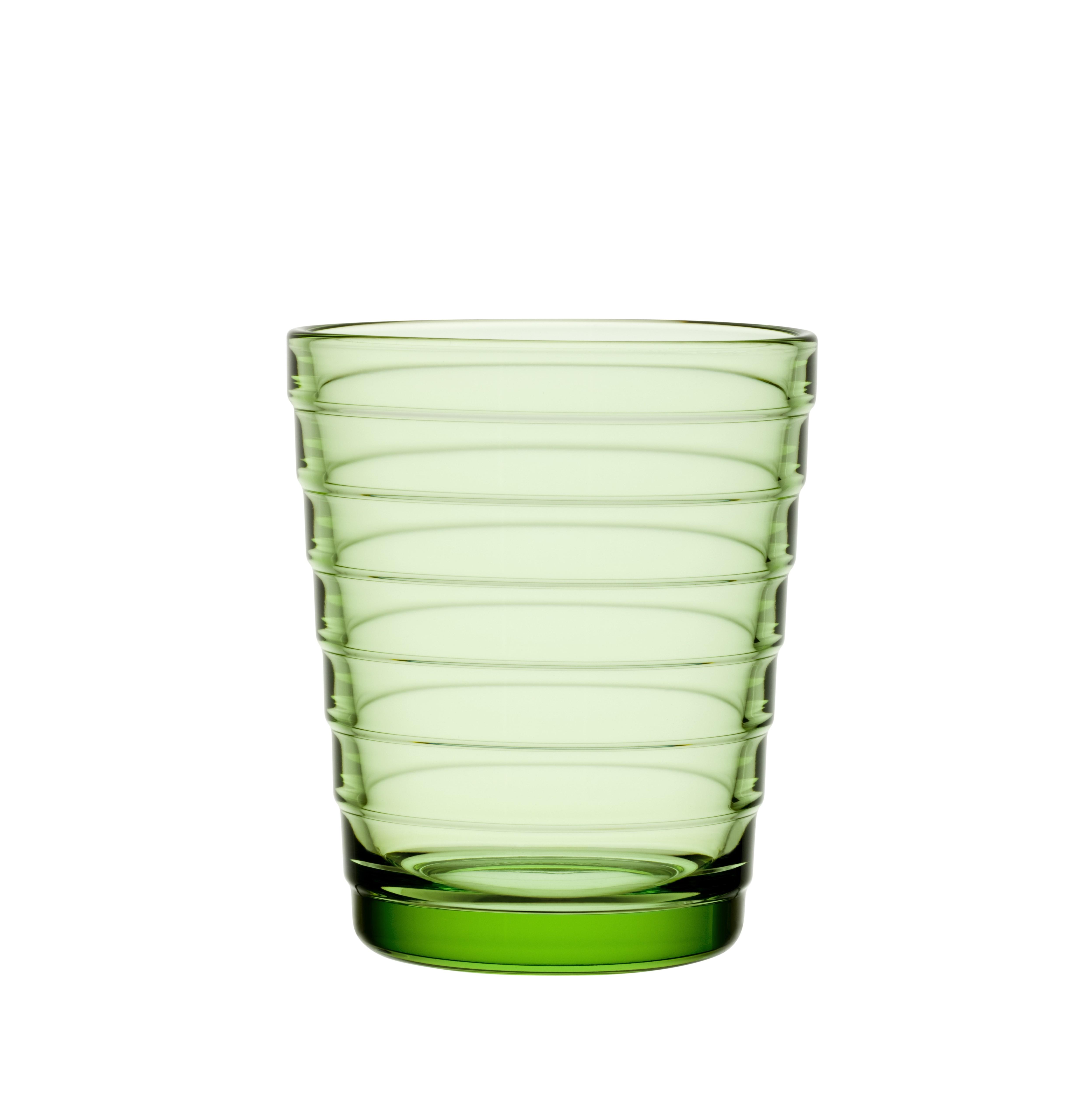 Стакан Aino Aalto (2 шт)Стаканы<br>Простота, компактность хранения и универсальность – ключеные характеристики посуды серии Aino Aalto. Этот необычный дизайн раскрывает всю красоту разводов на воде от упавшего камешка. Дизайн не менялся с 1932 года.<br><br>Material: Фарфор<br>Высота см: 8