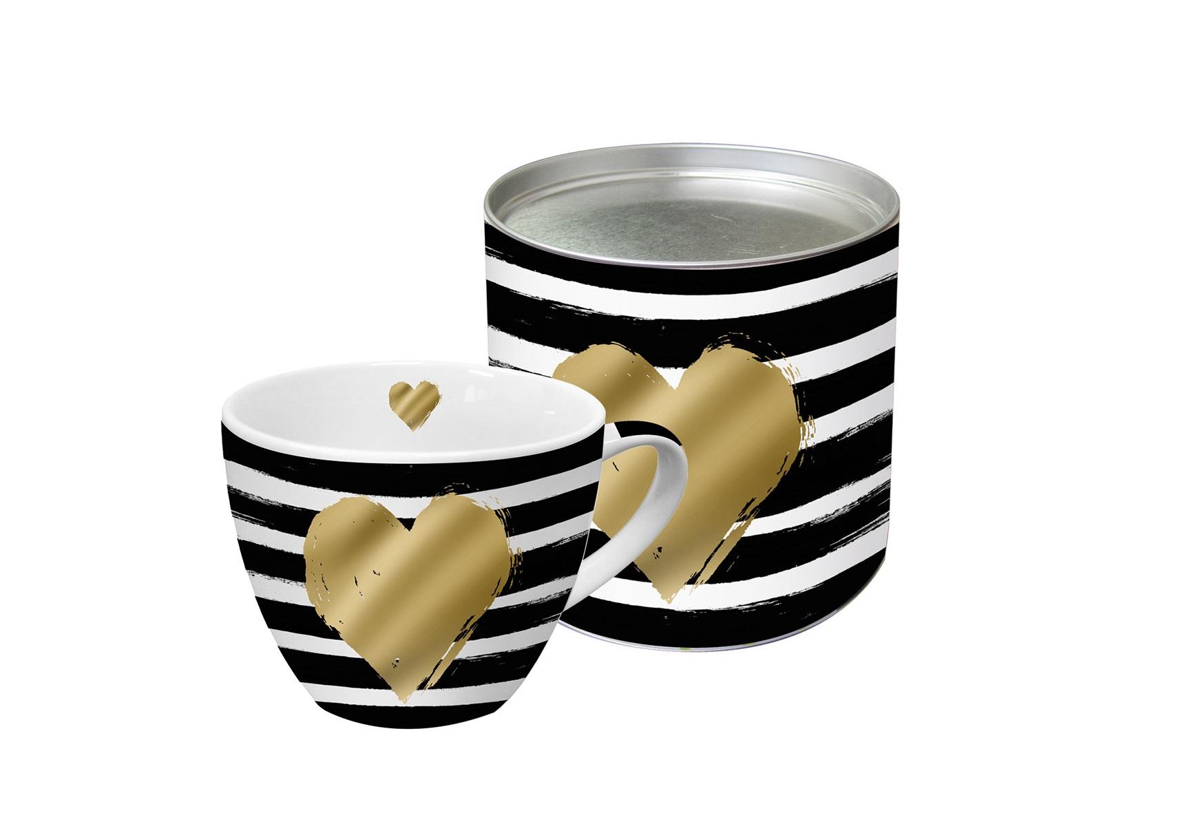 Кружка в подарочной упаковке Heart and StripesЧайные пары, чашки и кружки<br>Яркая большая кружка будет прекрасным подарком для друзей, а также родных и близких людей. Это не только красивый, но и функциональный подарок, который не оставит равнодушным даже самого взыскательного любителя ароматного чая.<br>Модель выполнена из высококачественного фарфора с нанесением принта. Кружка имеет большой объем – 0,45 Л, поэтому подходит для чая, пунша, морса и других любимых напитков. Главная особенность кружки – это креативная аппликация в виде сердца из настоящего золота. К кружке прилагается подарочная коробка с идентичным оформлением.<br><br>Material: Фарфор<br>Height см: 10,7<br>Diameter см: 9,5